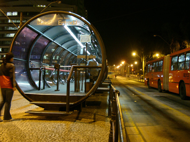 Bus station for seamless bus-bus interchanges