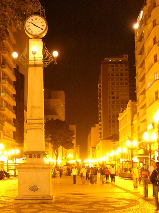 Streetscape in Curitiba. The first pedestrianization scheme was adopted in Brazil in 1970s.