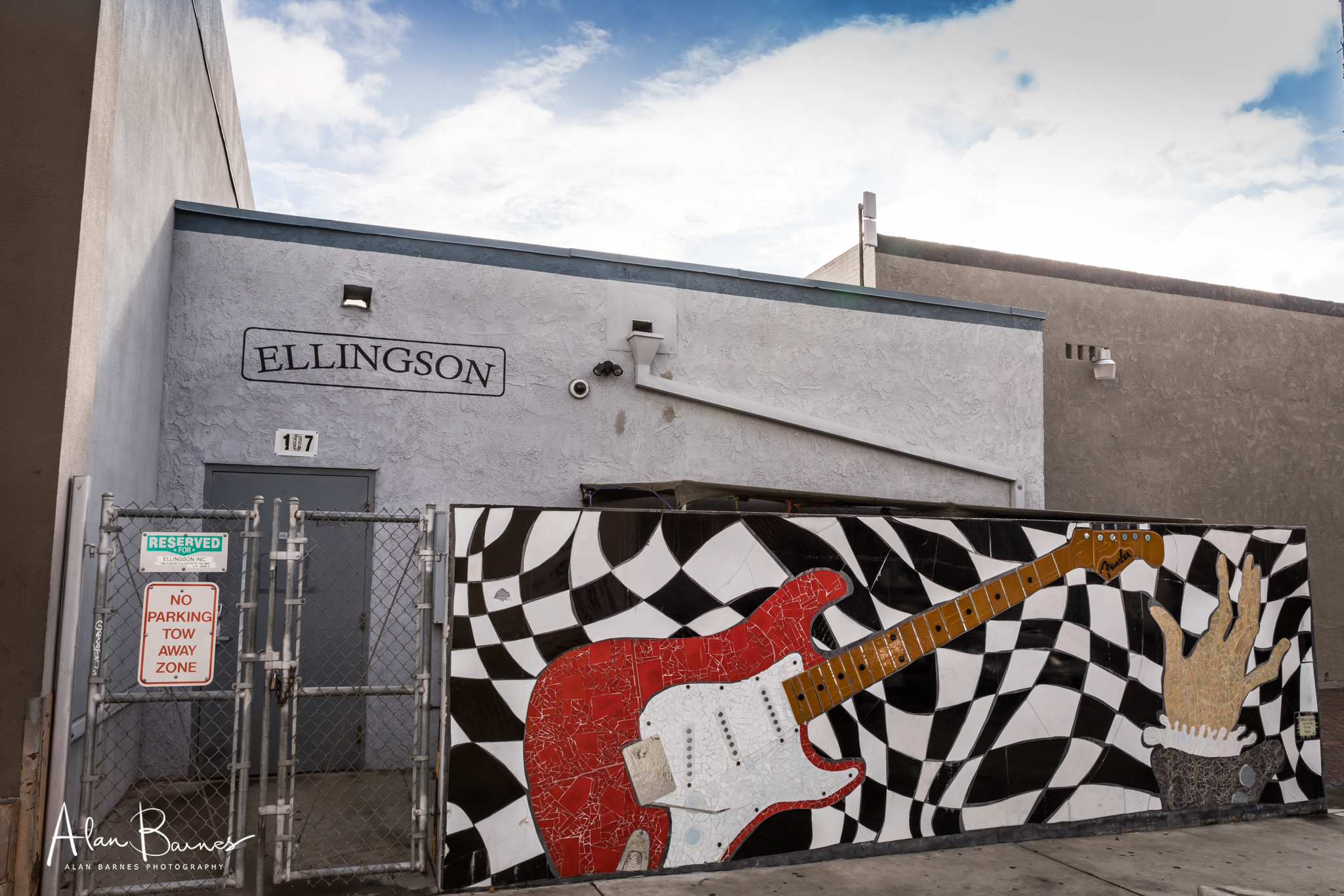 The rear of Leo Fenders workshop in Fullerton. A mosaic has been added as a tribute to Fender.