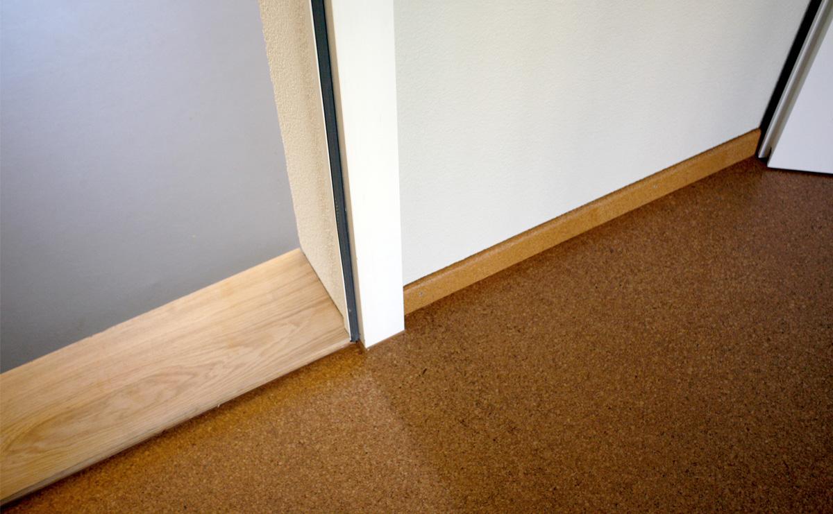Detail: Linoleum/Massivholz/Kork