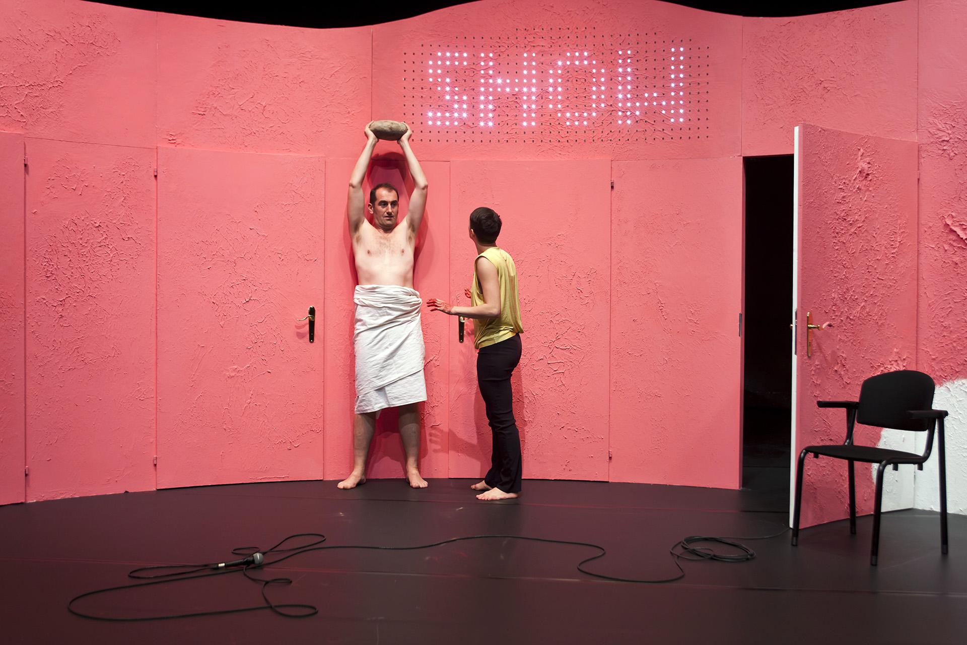 Show and Tell Simone Aughterlony © Niklaus Spoerri