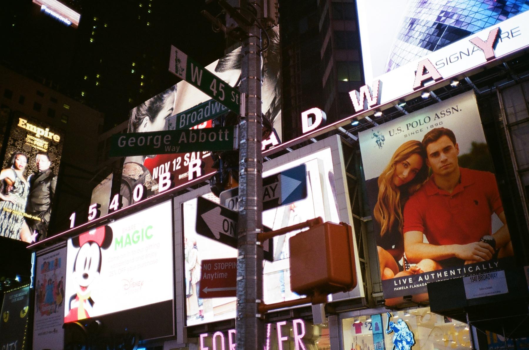 cameraville_olympus_xa_rangefinder_new_york_thanksgiving_19.JPG