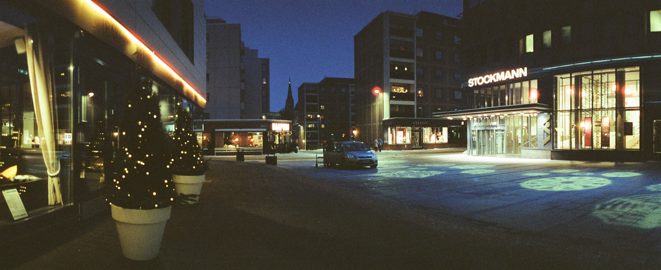 cameraville_horizon_202_panoramic_35mm_tampere_cineStill800_5.jpg
