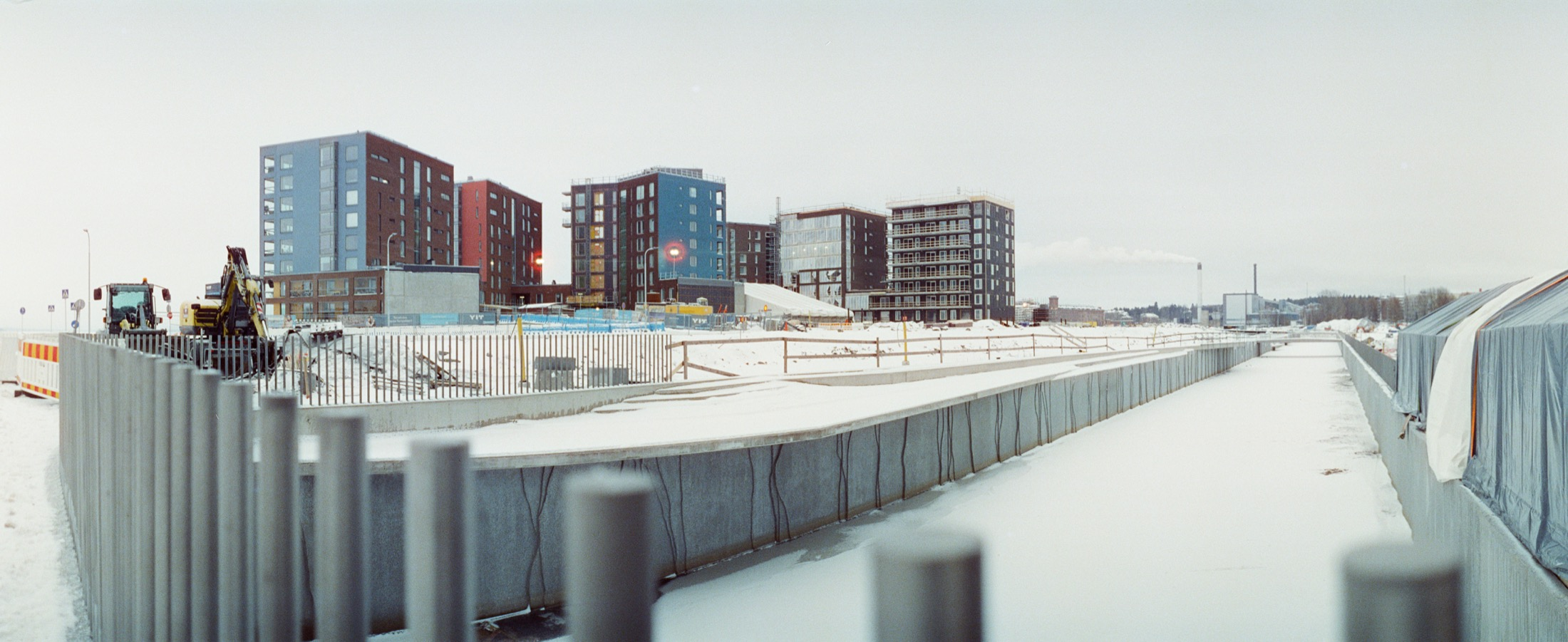 cameraville_horizon_202_panoramic_35mm_tampere_cineStill800_14.jpg