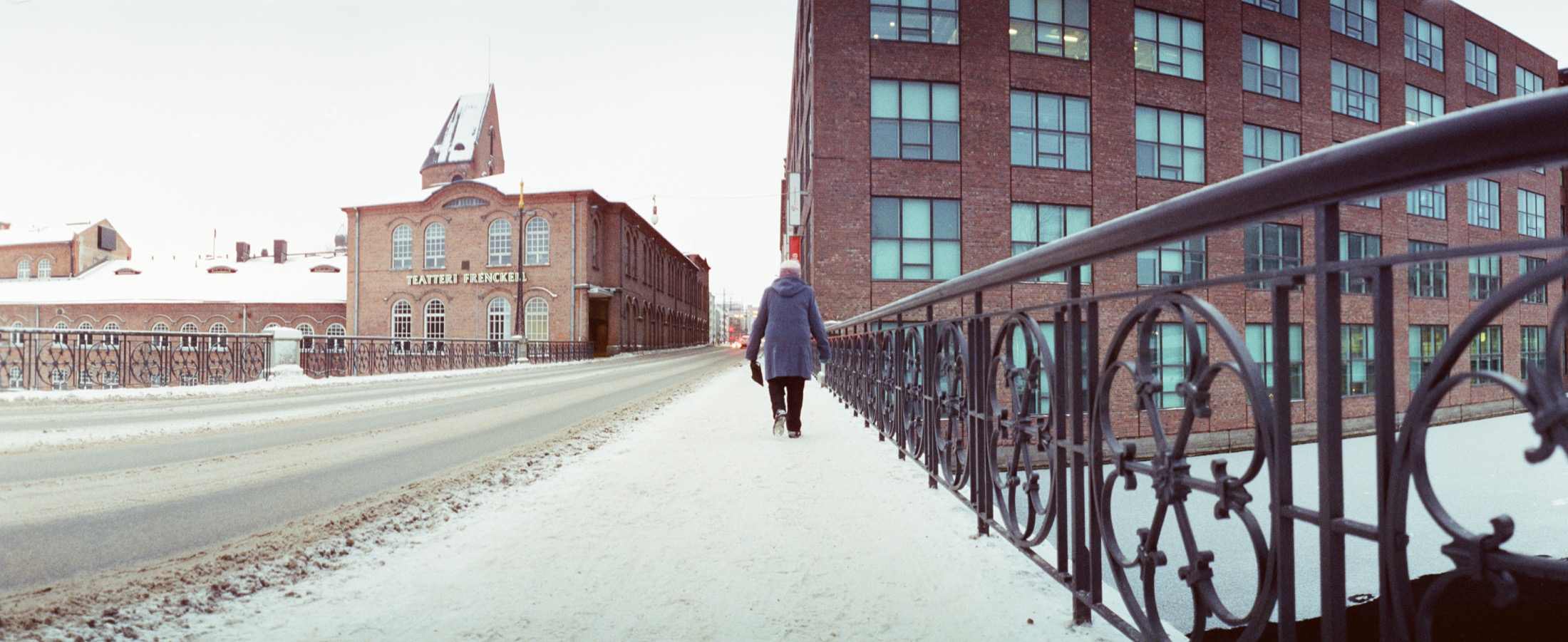 cameraville_horizon_202_panoramic_35mm_tampere_cineStill800_11.jpg