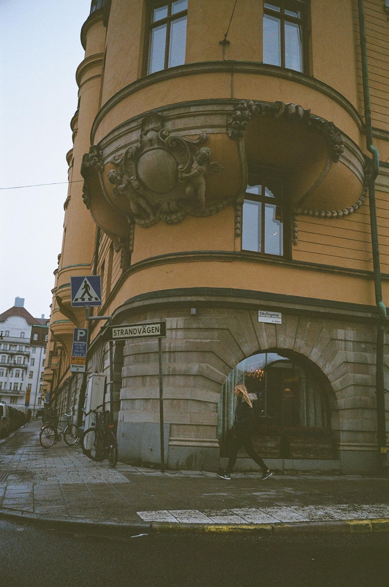 cameraville_leica_mda_stockholm_avenon_28mm_kodak_gold_400_6.jpg