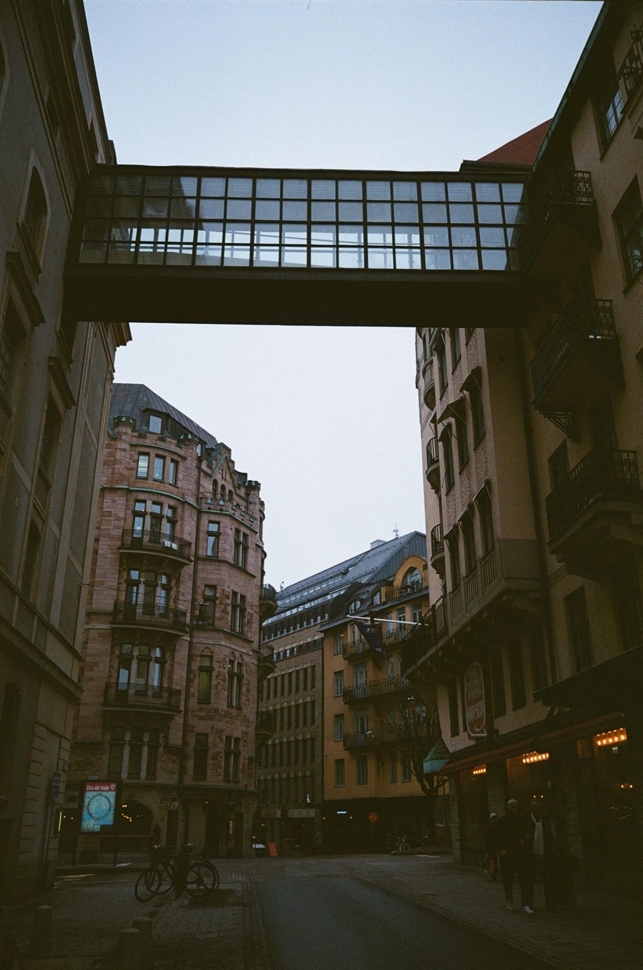 cameraville_leica_mda_stockholm_avenon_28mm_kodak_gold_400_5.jpg