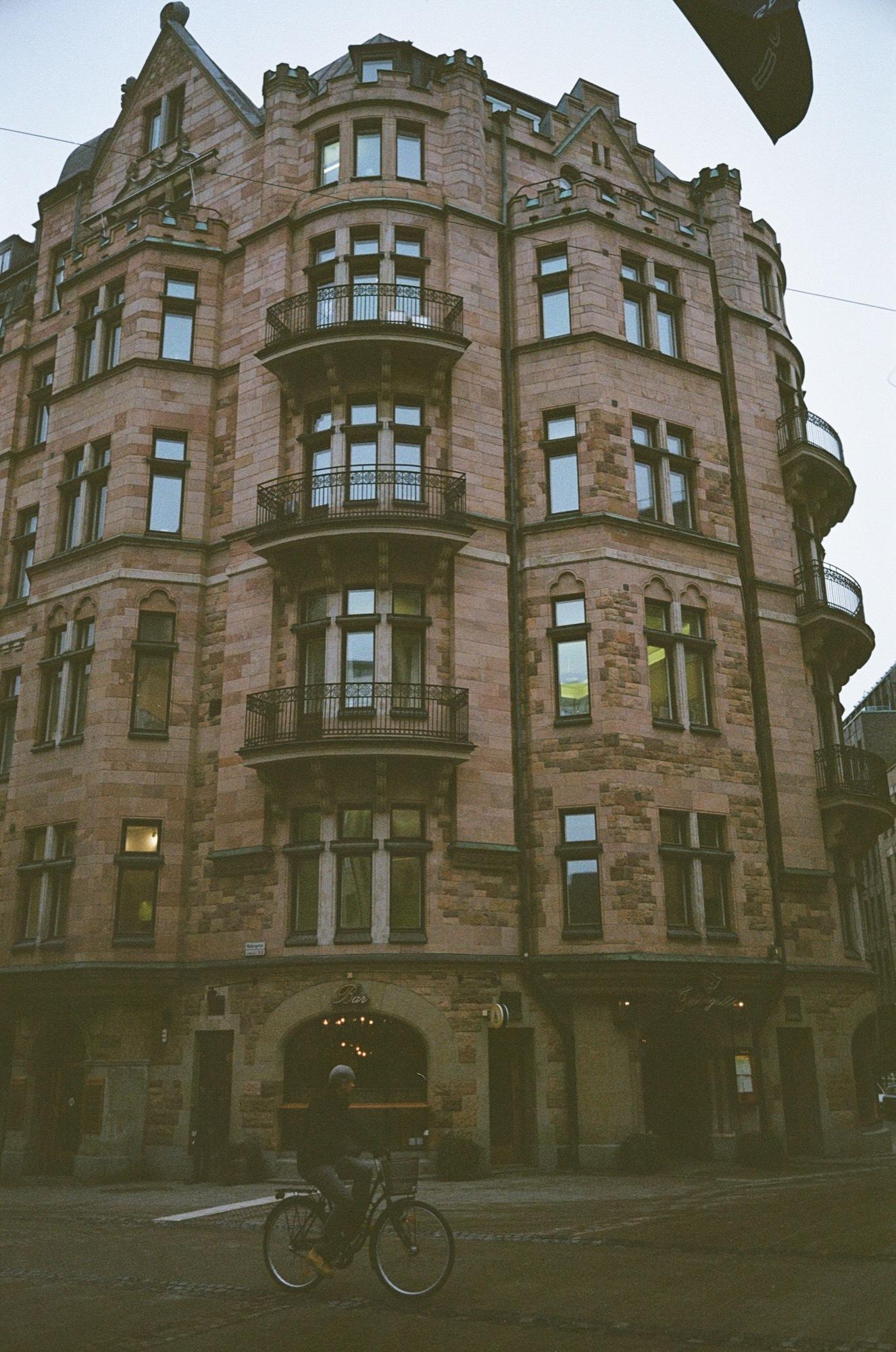 cameraville_leica_mda_stockholm_avenon_28mm_kodak_gold_400_4.jpg