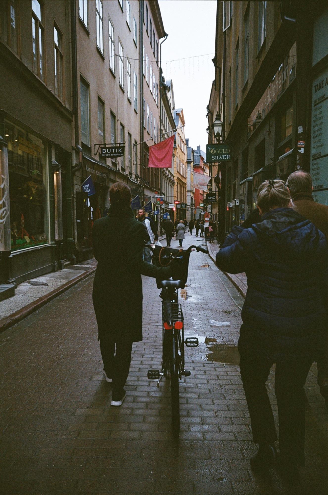 cameraville_leica_mda_stockholm_avenon_28mm_kodak_gold_400_20.jpg