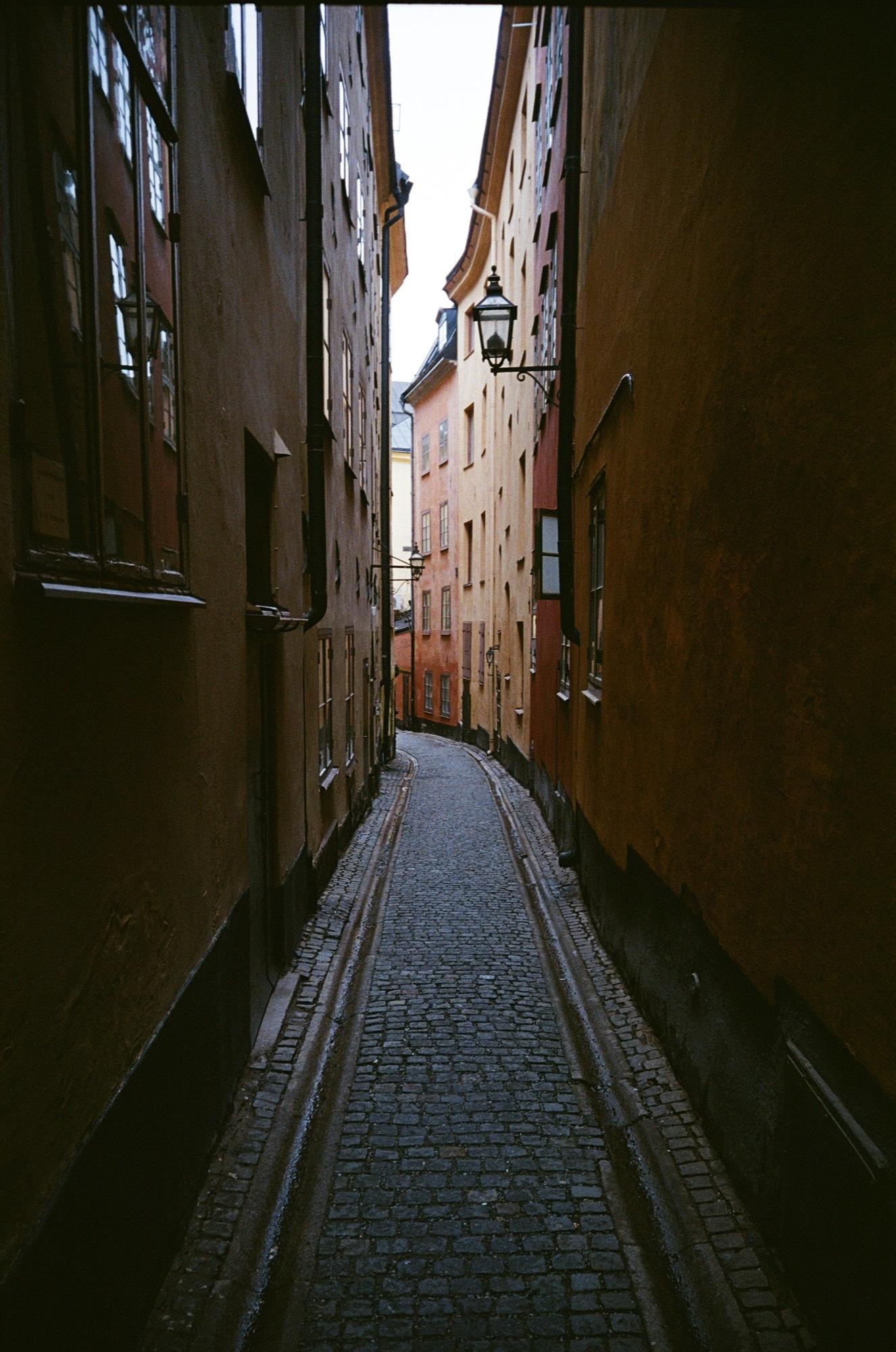 cameraville_leica_mda_stockholm_avenon_28mm_kodak_gold_400_19.jpg