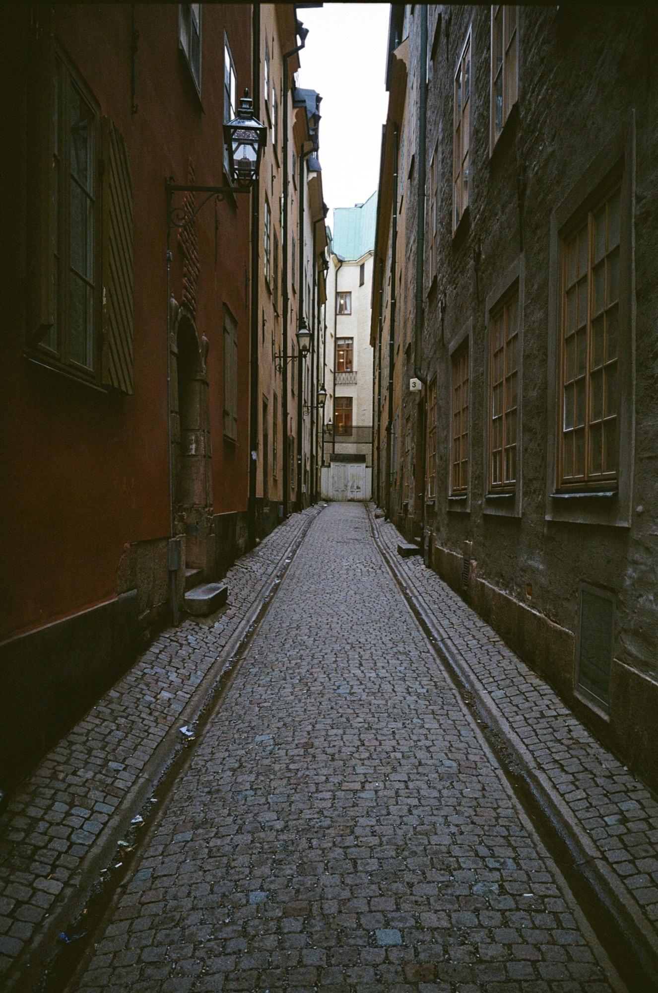 cameraville_leica_mda_stockholm_avenon_28mm_kodak_gold_400_17.jpg