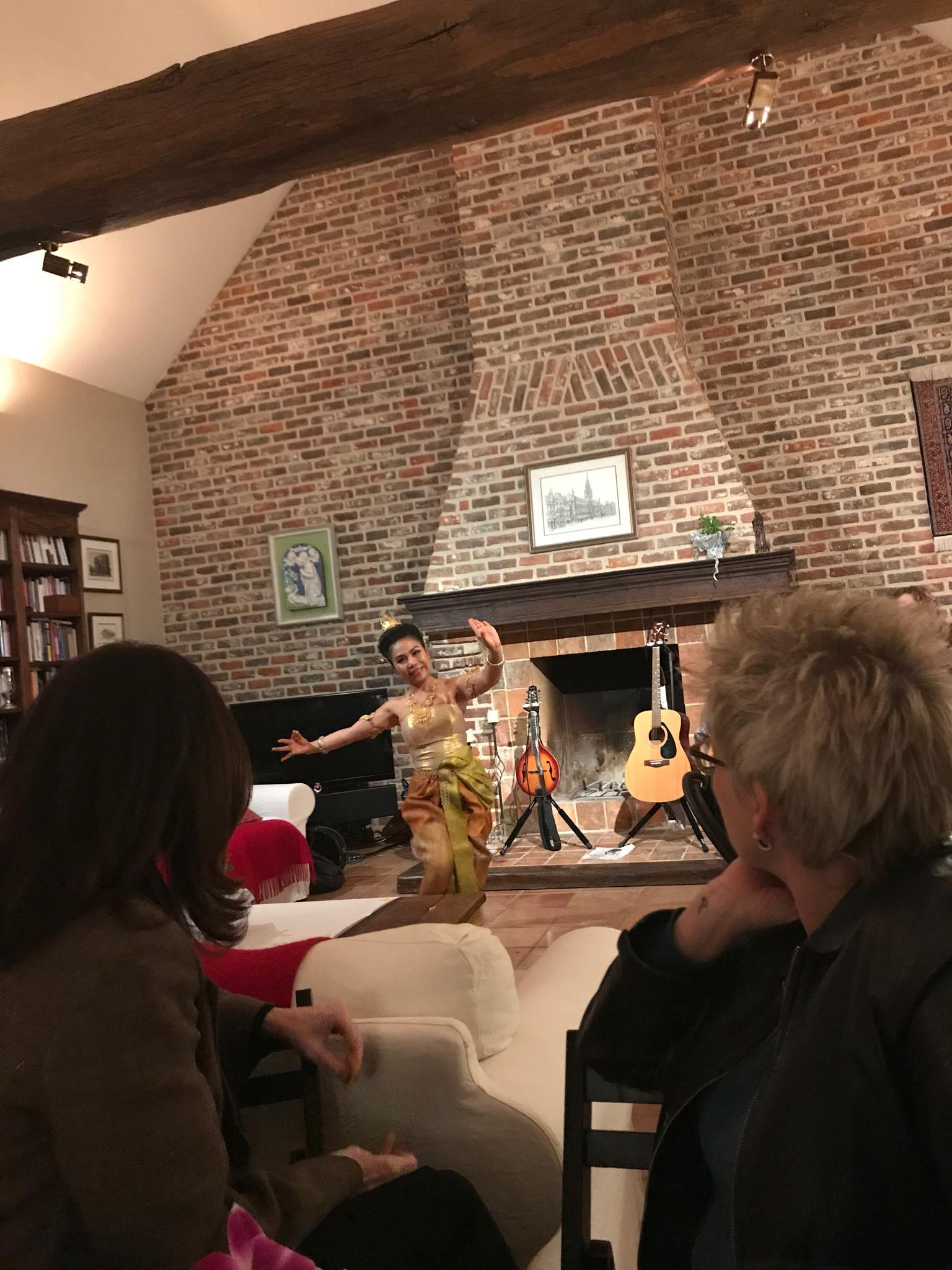"""Thai dancing at """"The Elephant in the Room"""" pop-up restaurant"""