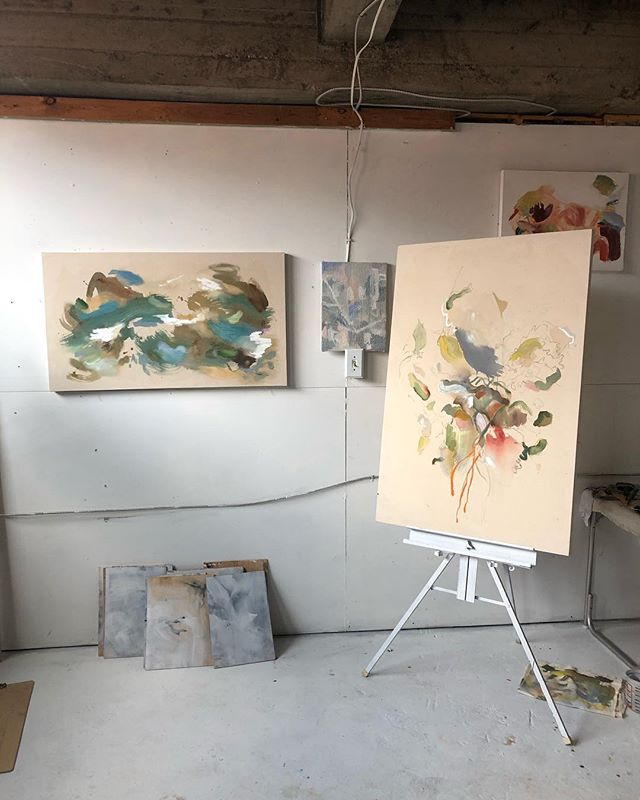 It's very springy in the studio. . . . #contemporarypainting #abstractpainting #acrylicpainting #studiovibes #art #wee