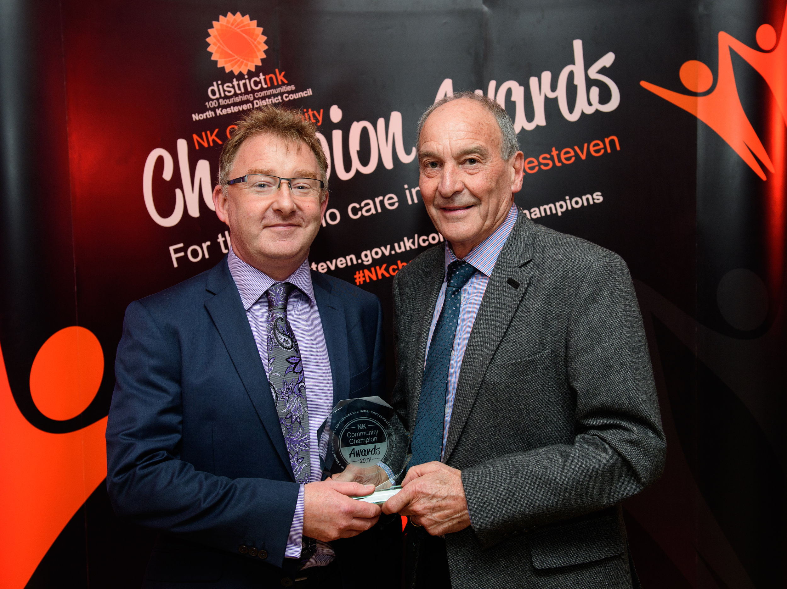 Murray Paterson, Glennmont Partners presents the Contribution to a Better Environment award to Trevor Midgley.
