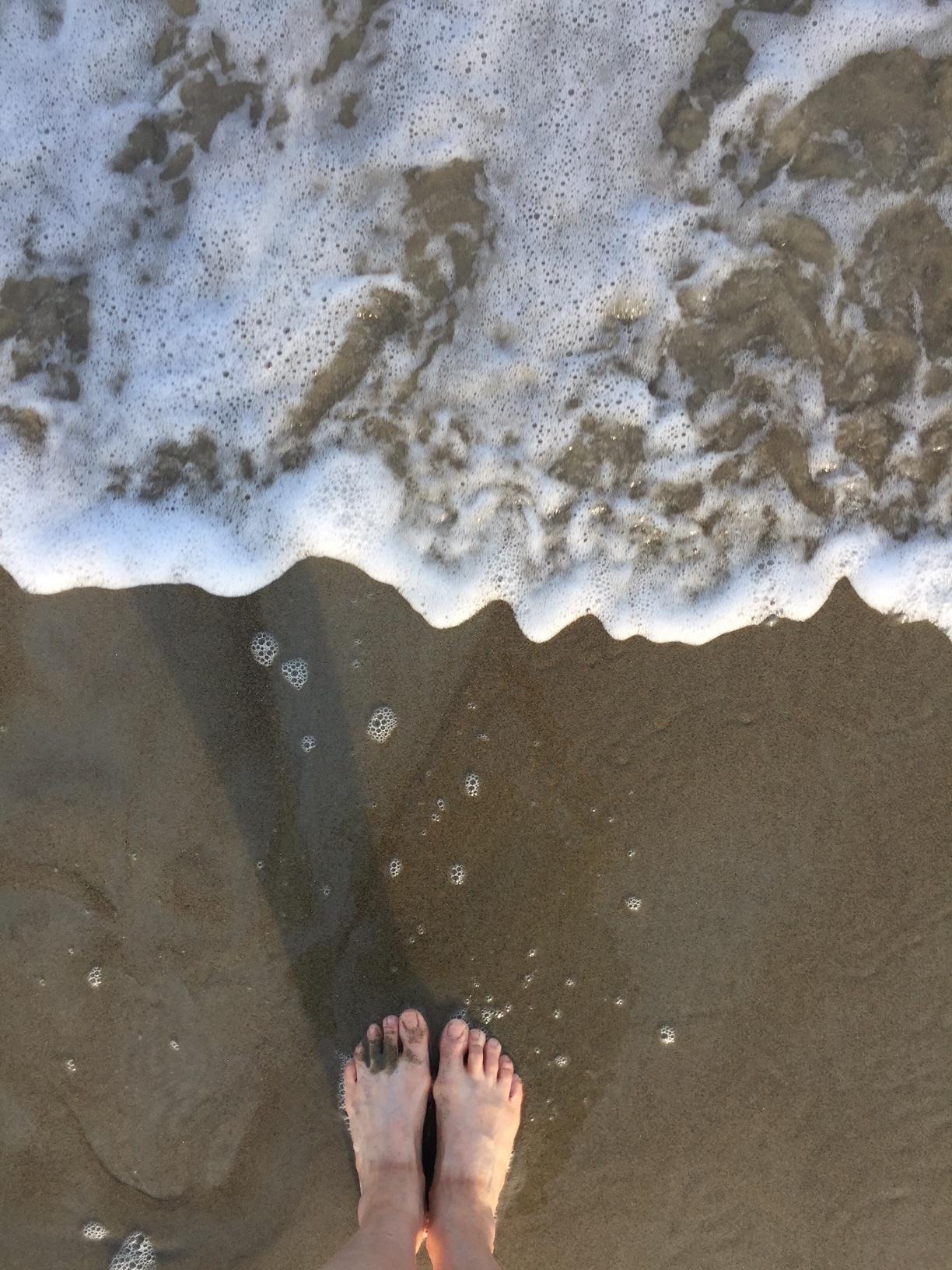 ocean and feet