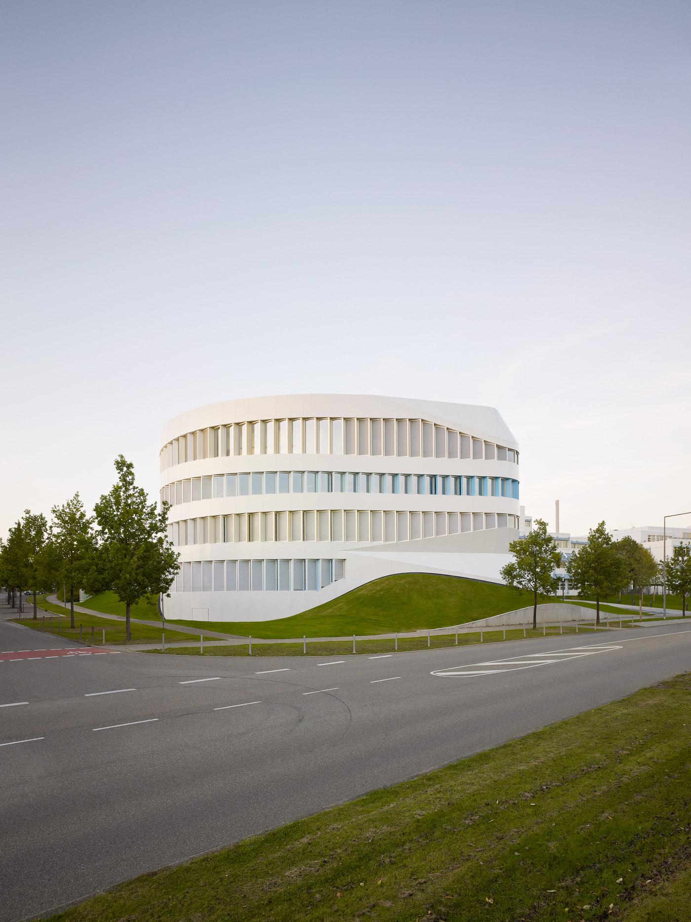 014-Fraunhofer-Institut-ZVE-Stuttgrt-002.jpg