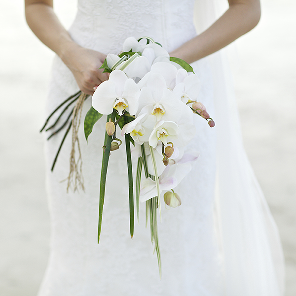 bueatifulweddingbouquetoffresh-flower-on-hand-of-bride.jpg