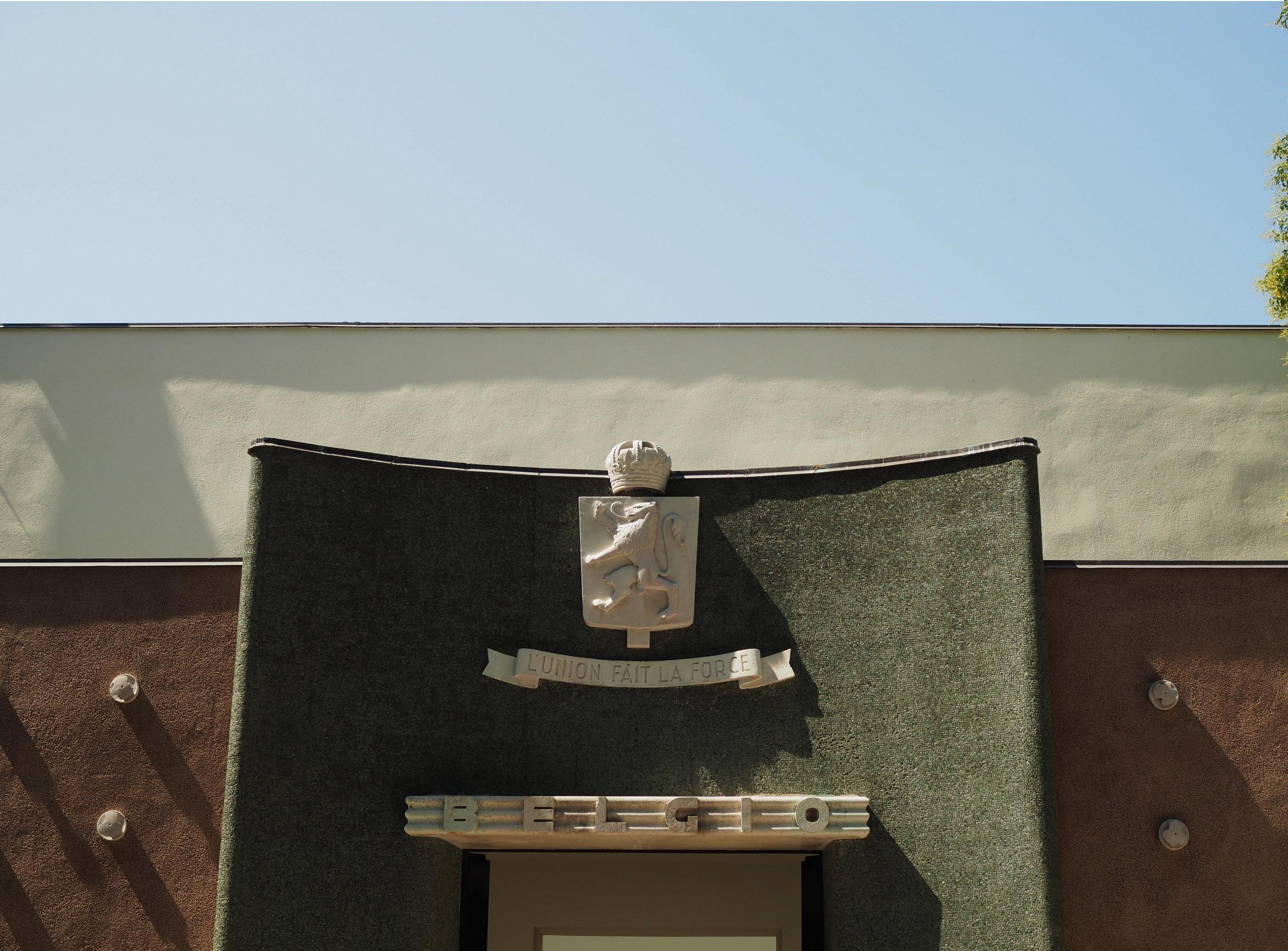 outside Léon Sneyers- inside Dirk Braeckman