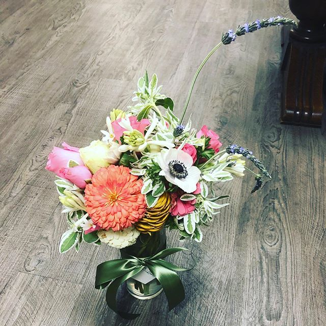 Happy Friday! #happyflowers #wherewillyourflowersgo #allaboutthemix #offbeatblooms #differentisgood