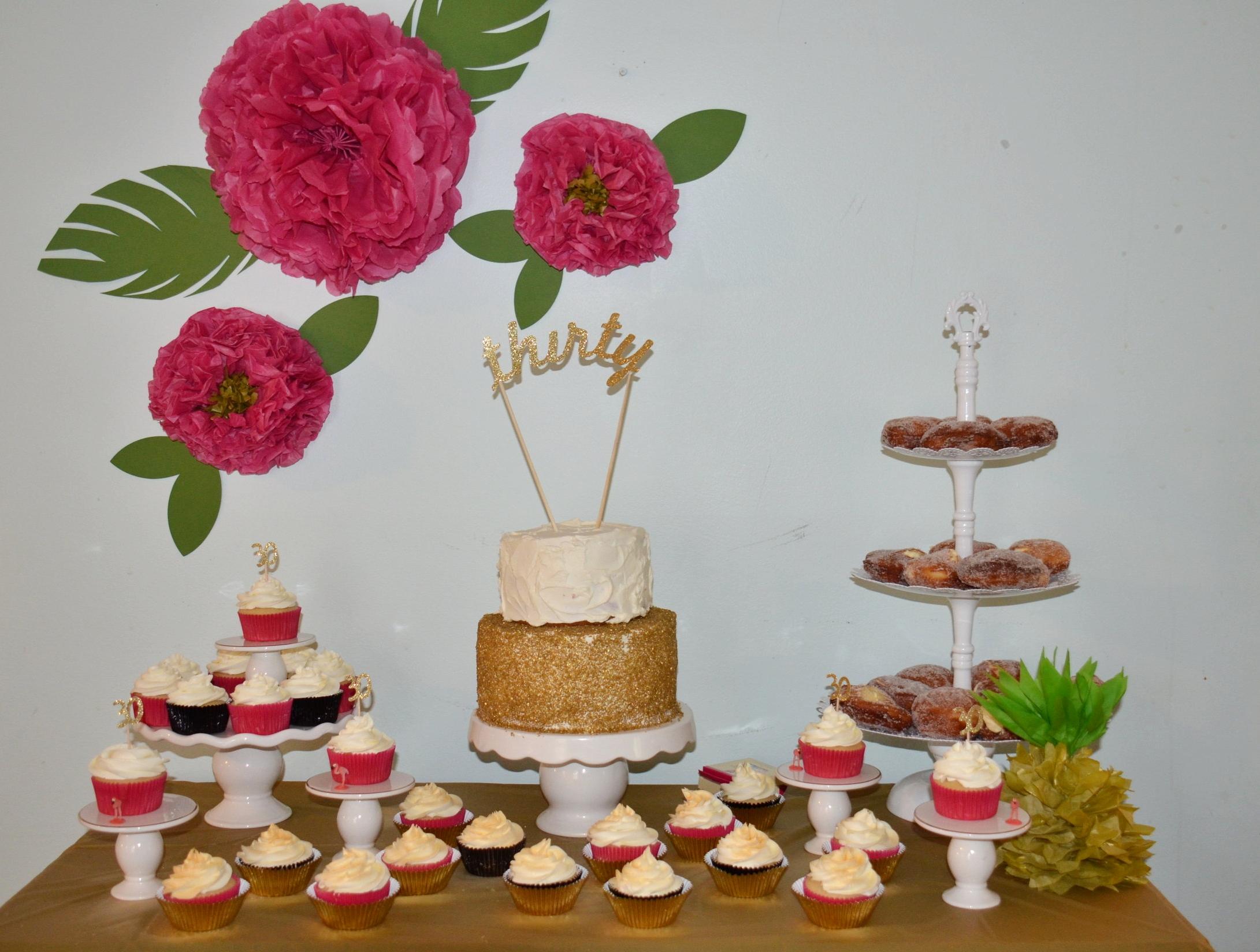 Yummy desserts! Cake, cupcakes, and bomboli, the most amazing Italian donut!