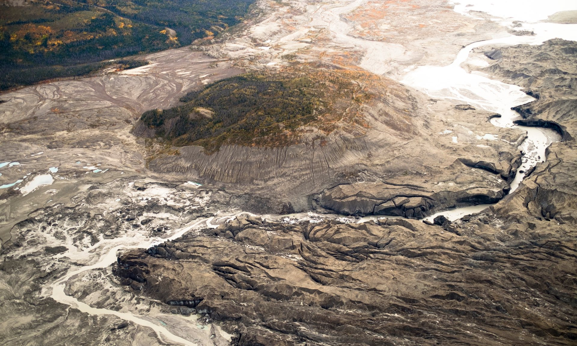 Source: https://www.theguardian.com/science/2017/apr/17/receding-glacier-causes-immense-canadian-river-to-vanish-in-four-days-climate-change