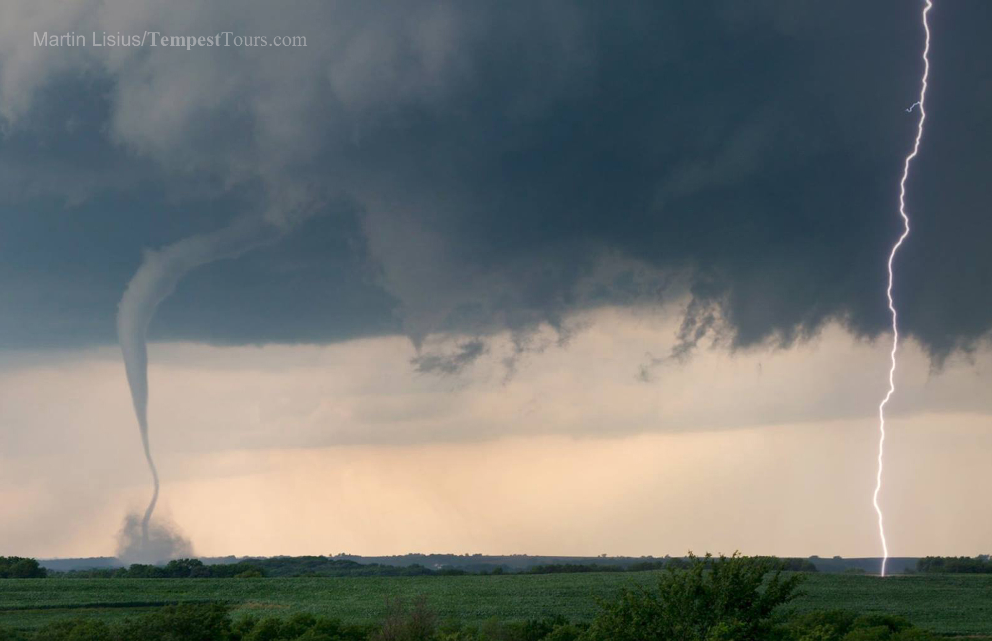 Copyright_Tempest_Tours_Storm_Chasing_Expeditions_April_Shenandoah_Iowa_tornado_ML copy.jpg