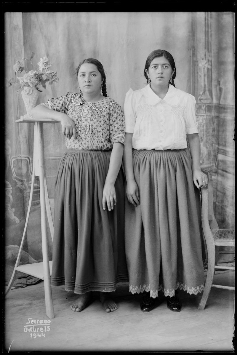 Hermanas No Identificadas - Manuel Jesús Serrano (1944)
