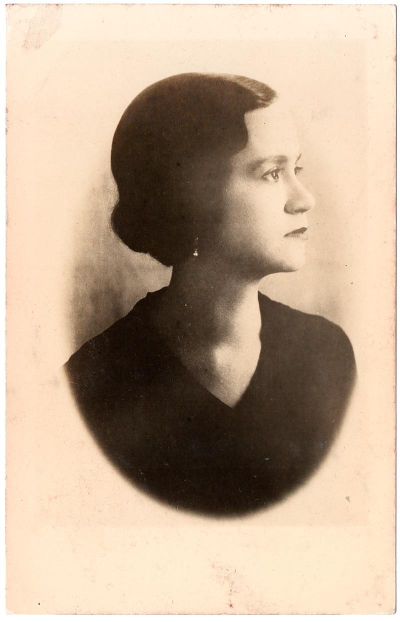 Foto: Colección Privada Jodie Padilla Lozano Instituto Nacional De Patrimonio Cultural  Matilde Hidalgo, ca. 1920 - 1930 Autor desconocido