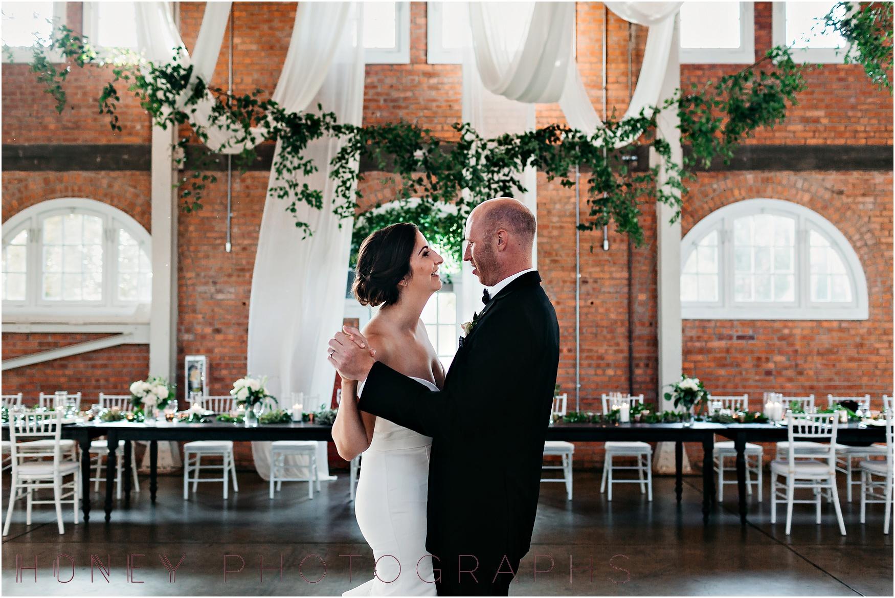 brick_warehouse_liberty_station_urban_classic_wedding035.jpg