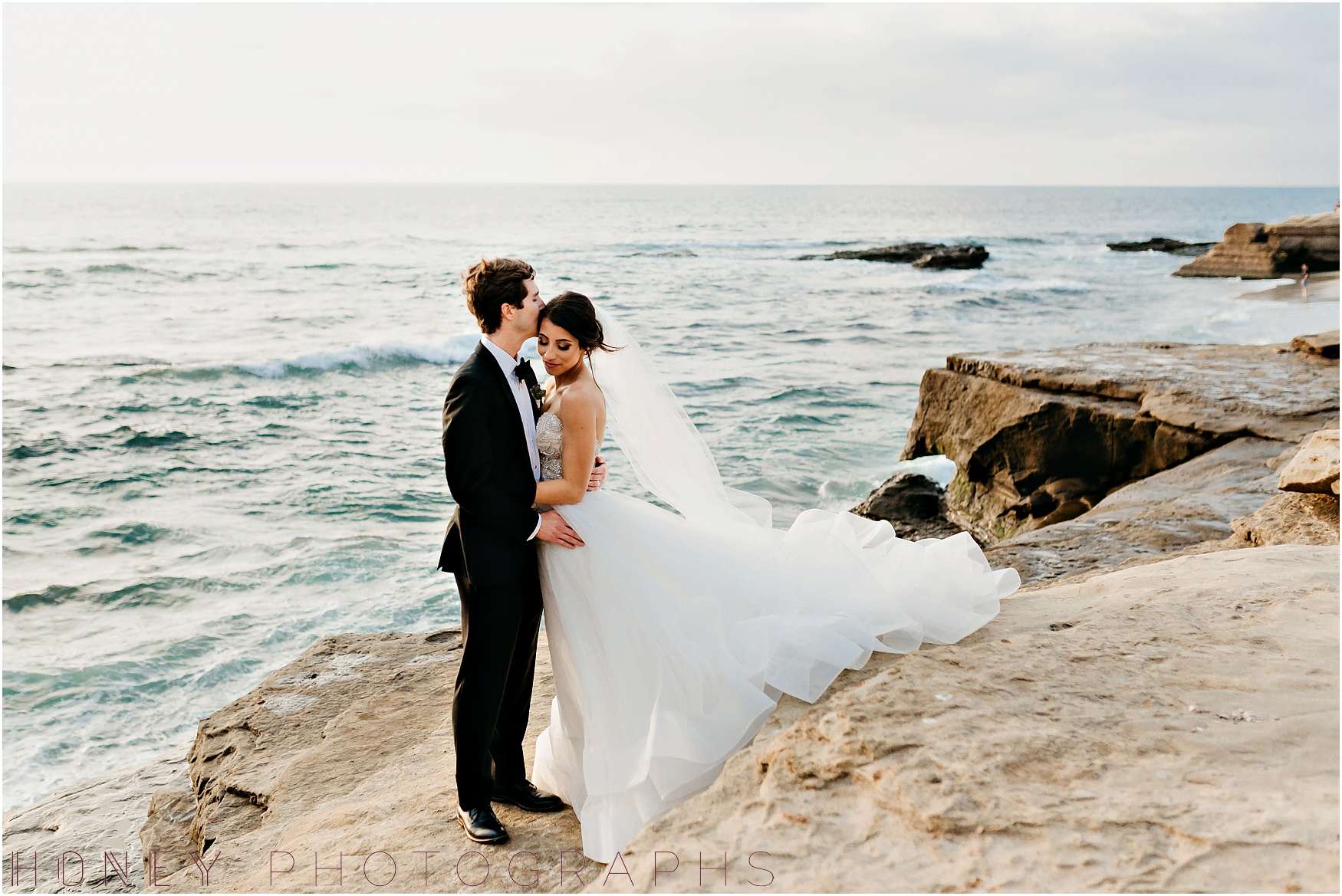 la_jolla_timeless_classic_elegant_cliffs_beach_black_tie_wedding037.jpg