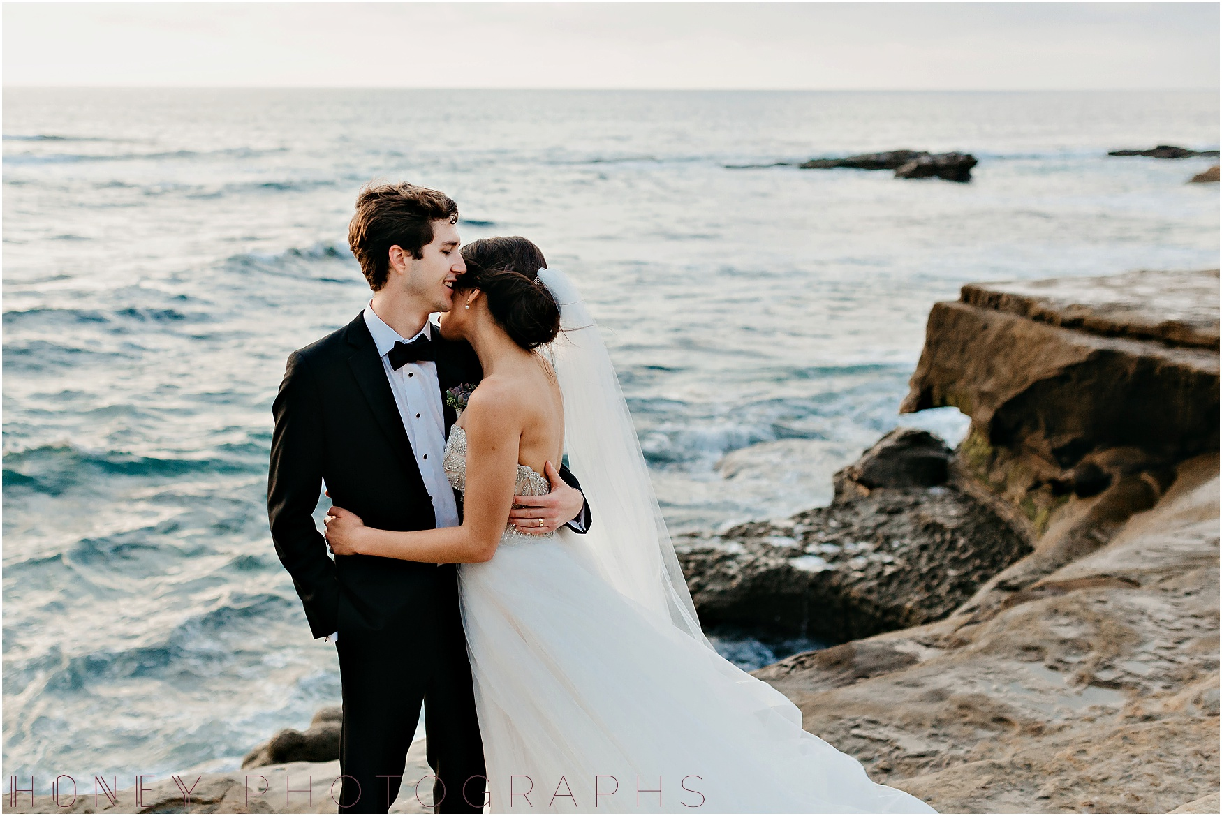 la_jolla_timeless_classic_elegant_cliffs_beach_black_tie_wedding041.jpg