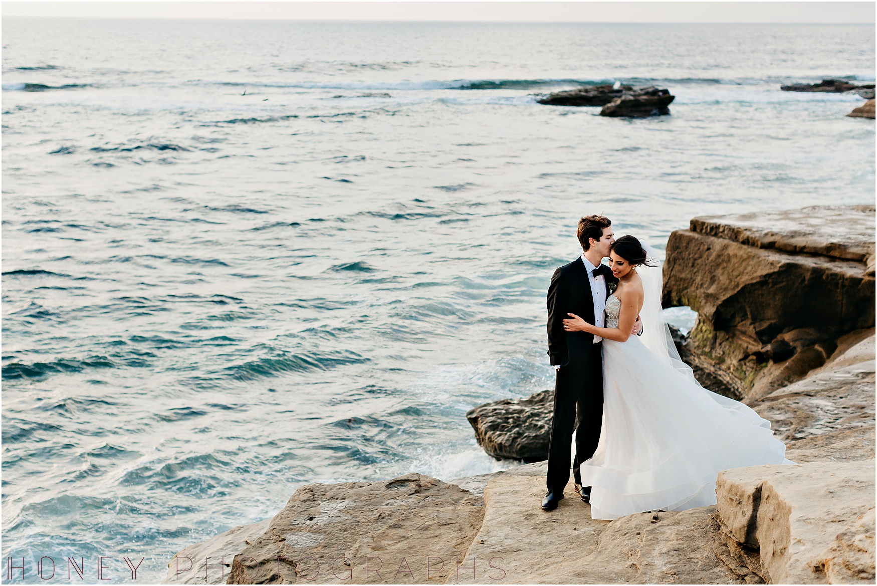 la_jolla_timeless_classic_elegant_cliffs_beach_black_tie_wedding045.jpg
