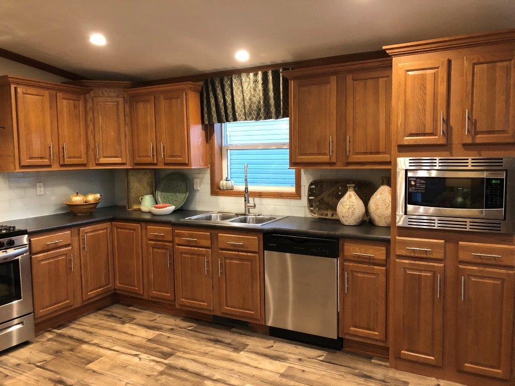 Riverview 208 Kitchen (2).jpg