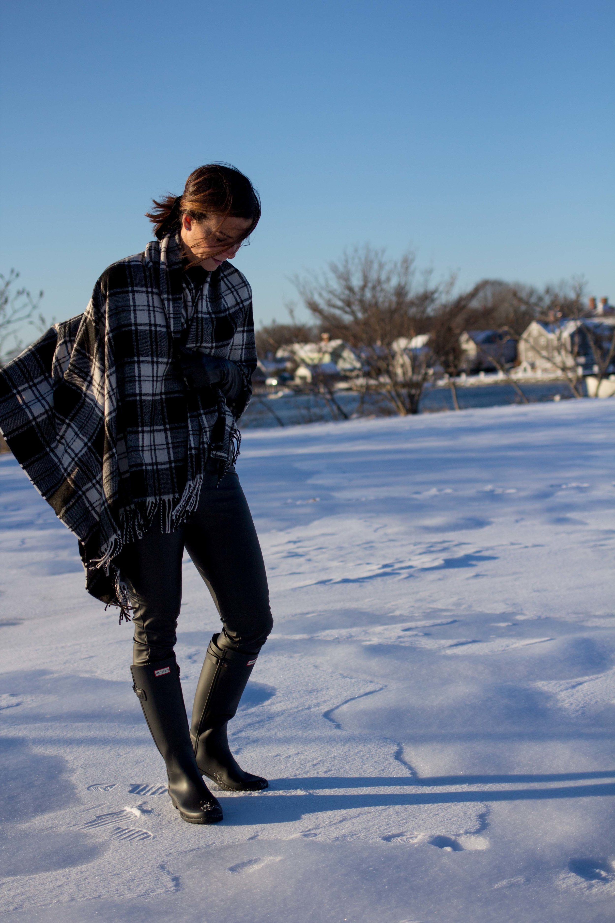 Casual Friday Outfits - Casual Outfits - Casual Weekend Outfits - Hunter Boots Outfit - Leather Legging Outfits - Blanket Scarf Outfits - Fashion for Women -  heartandseam.com  #heartandseam