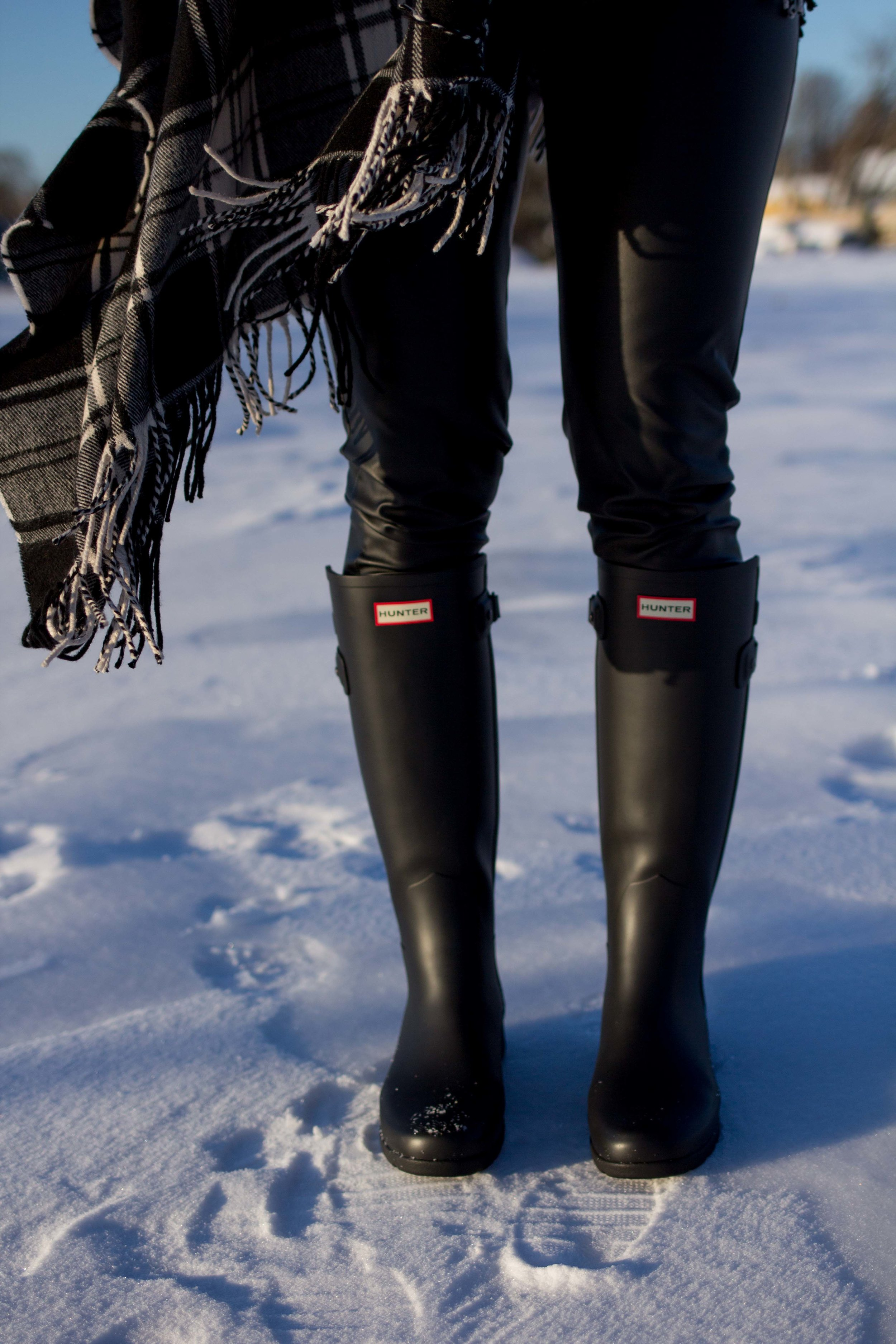 Casual Friday Outfits - Casual Outfits - Casual Weekend Outfits - Hunter Boots Outfit - Leather Legging Outfits - Blanket Scarf Outfits - Winter Outfit Ideas- Fashion for Women -  heartandseam.com  #heartandseam