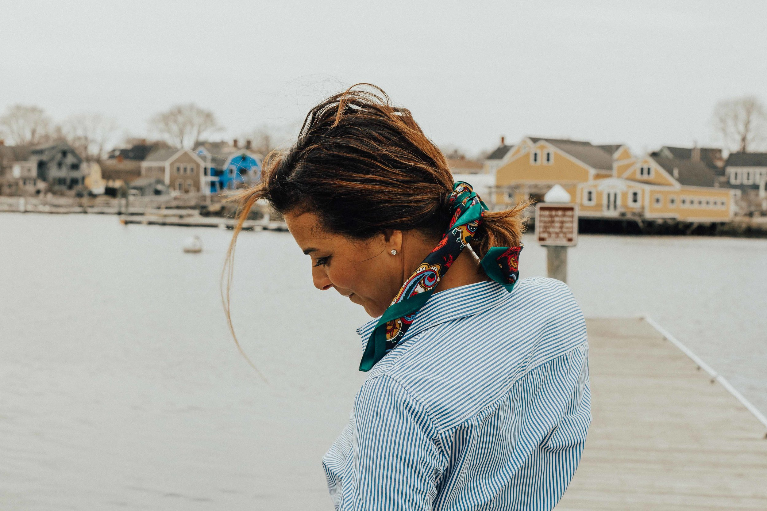How to Style a Scarf – Scarf Outfits – Scarf Hair Tie – Scarf Choker Outfits – Coastal Outfit Ideas- Fashion for Women - #scarfoutfitss #heartandseam  www.heartandseam.com