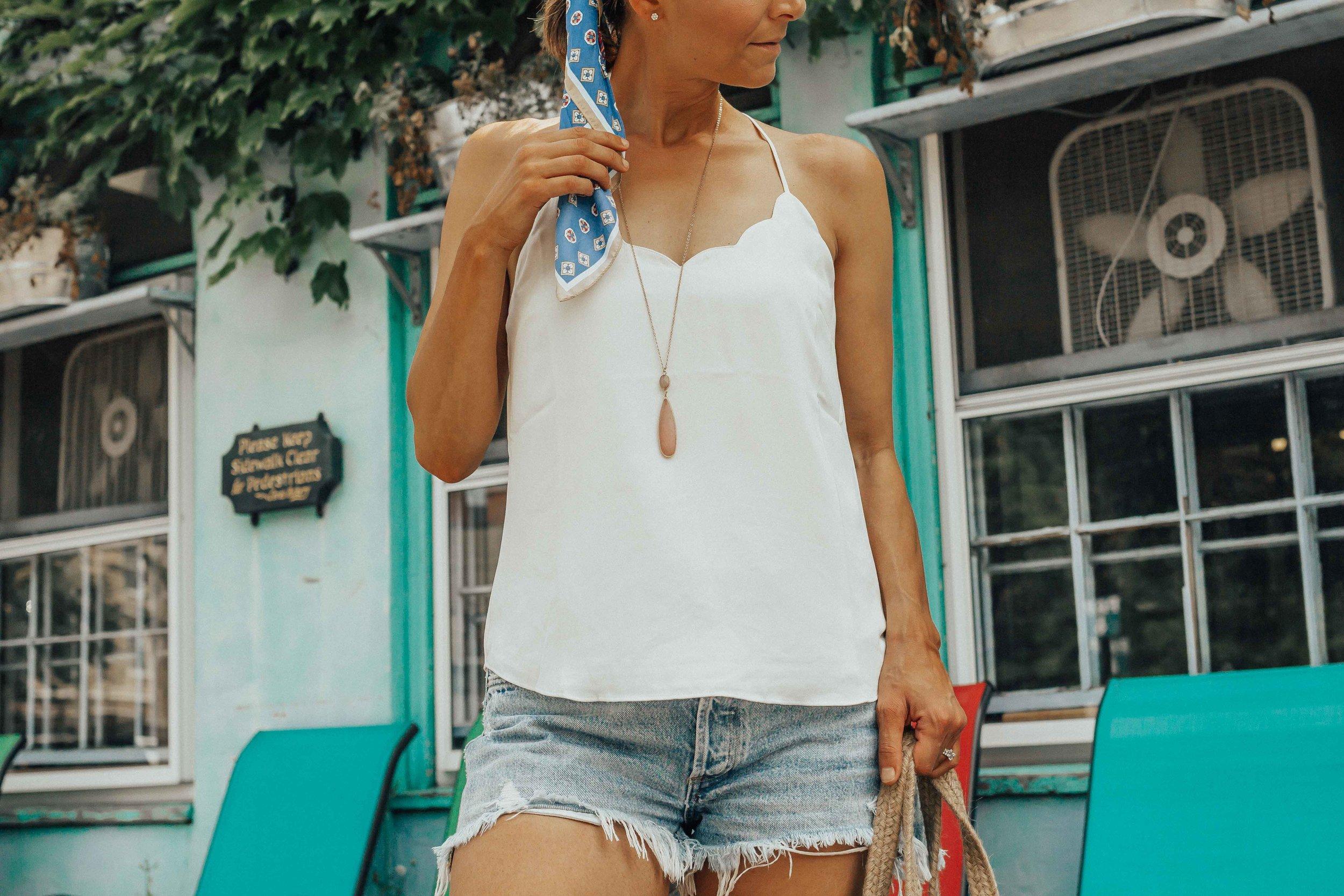 summer must haves clothes - summer must-haves - summer essentials clothes -summer outfit ideas - summer basics - summer clothing for women - summer styles - #summeroutfits #heartandseam  www.heartandseam.com