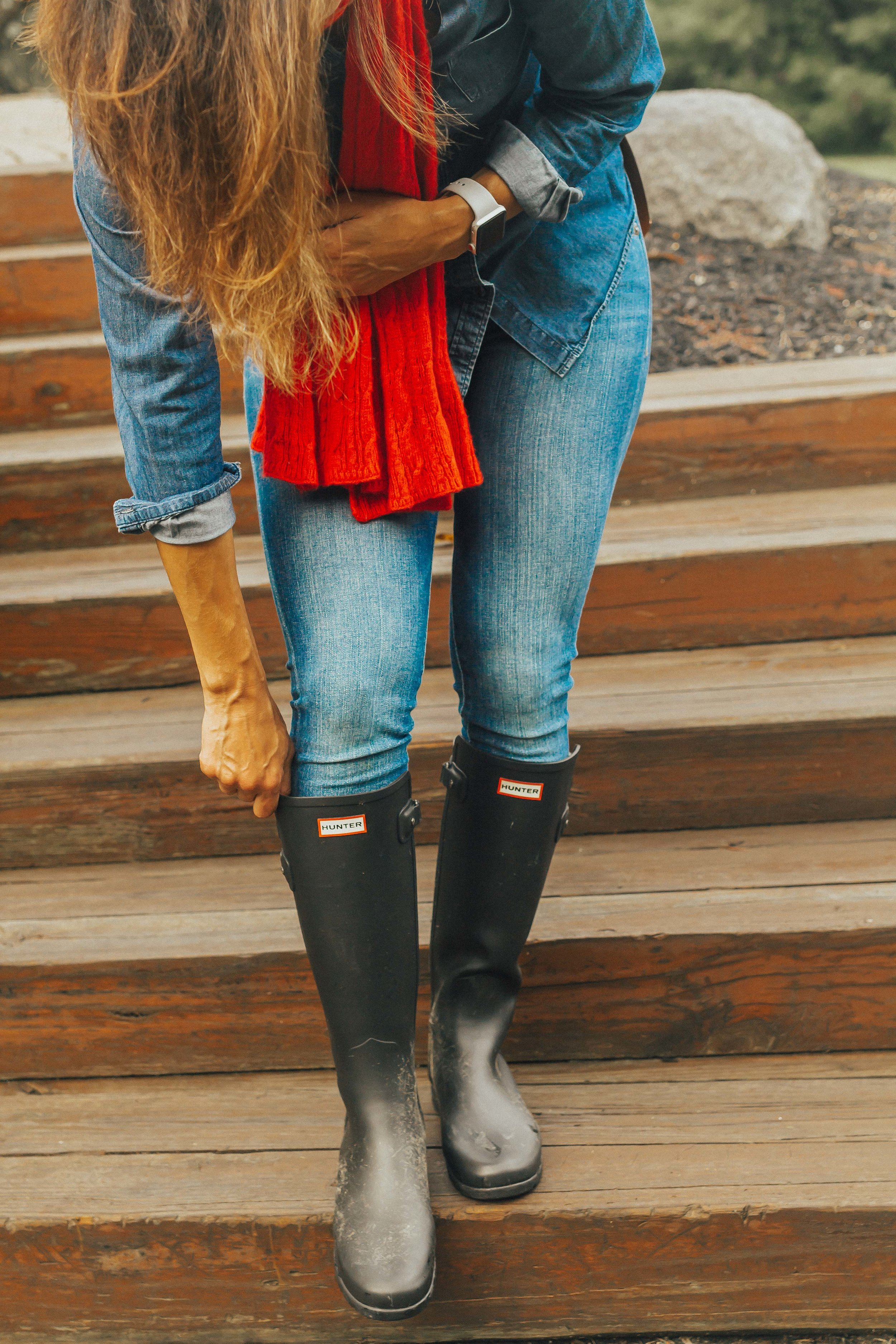 OUTFIT DETAILS - HUNTER BOOTSRED SCARF (similar)JEANSCHAMBRAY SHIRT