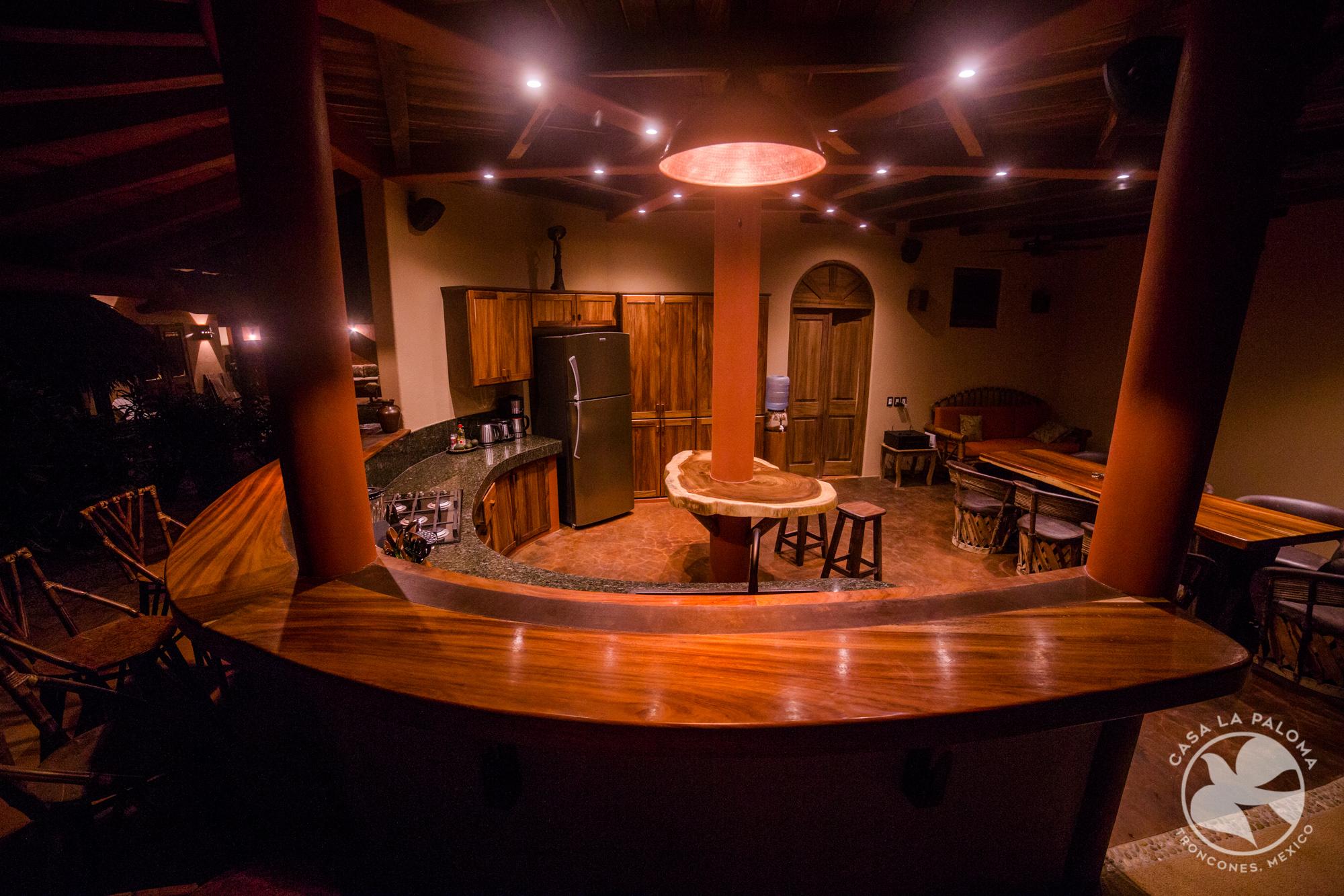 El bar por la noche