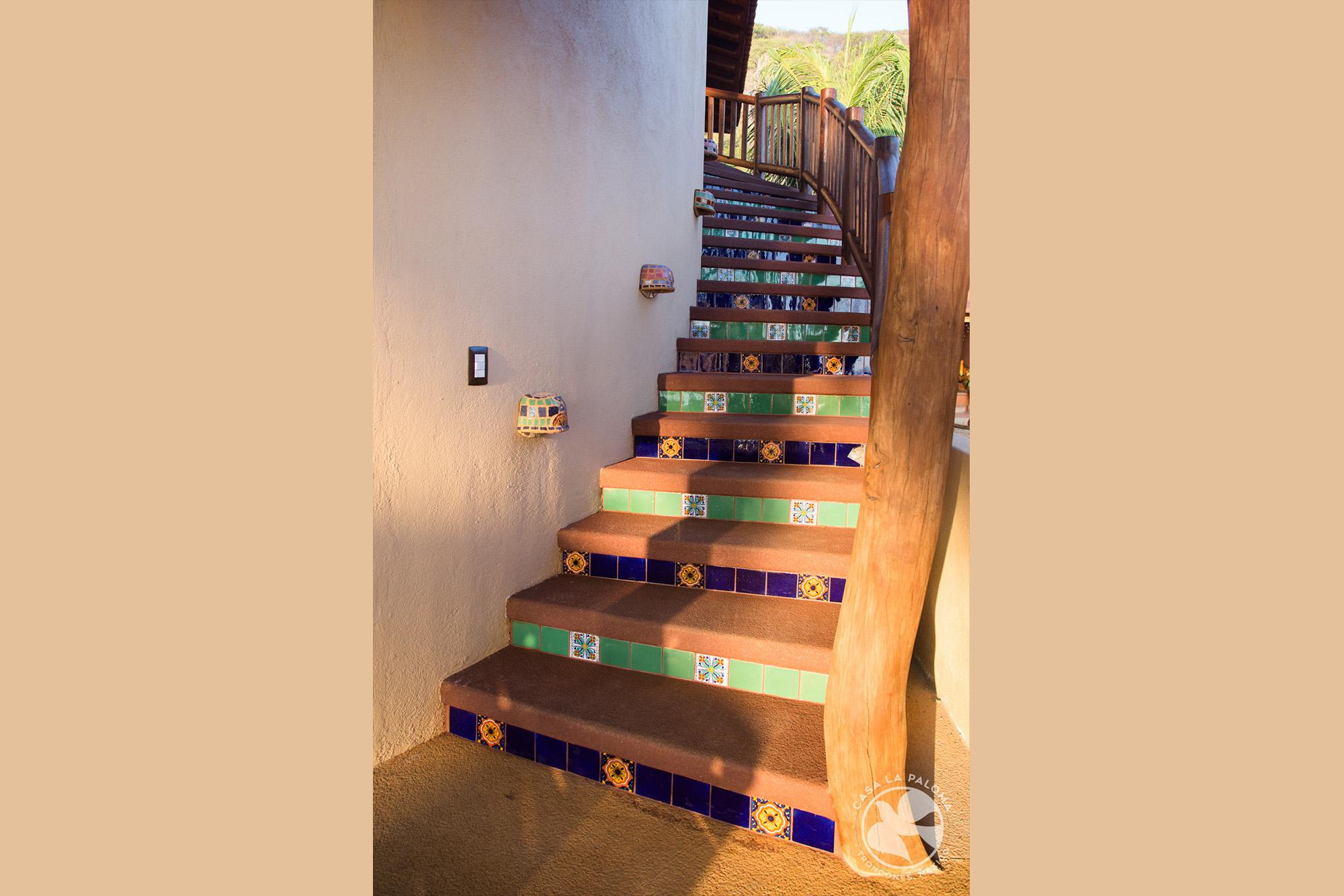 La escalera al segundo piso