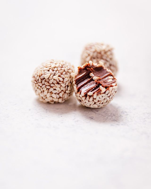 "When I cook or make anything I always think about being really healthy first and then if I'm making a dessert, I try to figure out how to make it delicious at the same time, without ""cheating"" and adding any ingredients which aren't healthy on their own 😊 these no-sugar chocolates are so creamy and rich and good! rolled in organic sesame seeds ⁣  #vegandesserts #glutenfreevegan #organic #whatveganseat #organicfood #letseatvegan #healthydesserts #glutenfree #thrivemags #veganfoodspace #buzzfeedfood #guiltfreeindulgence #bestofvegan #vegansofig #vegantreats #refinedsugarfree #veganchocolate #homemadefood #homemade #healthytreats⁣ #chocolaty @terrasoul #veganeschokolade #schokolade @bestofvegan @saveurmag #healthyvegan #sugarfreeindulgence #美味しいもの #チョコレート好き #チョコ"