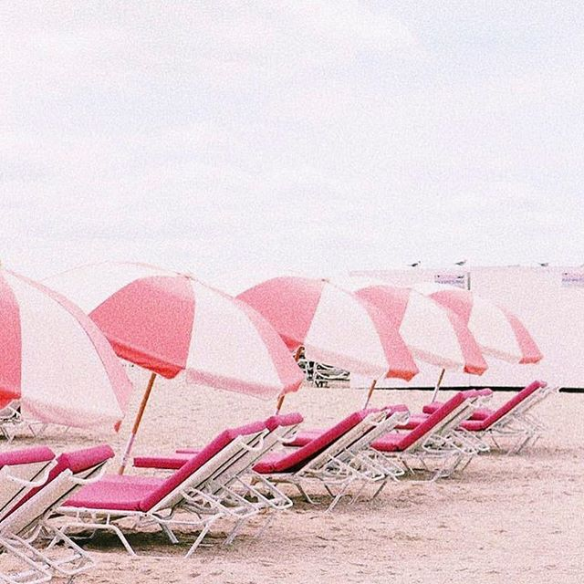 LA just teased us with some sunny weather and now it's back to the gloom..all we want to do is be by the beach 😭💕 (📷 @bymalka)