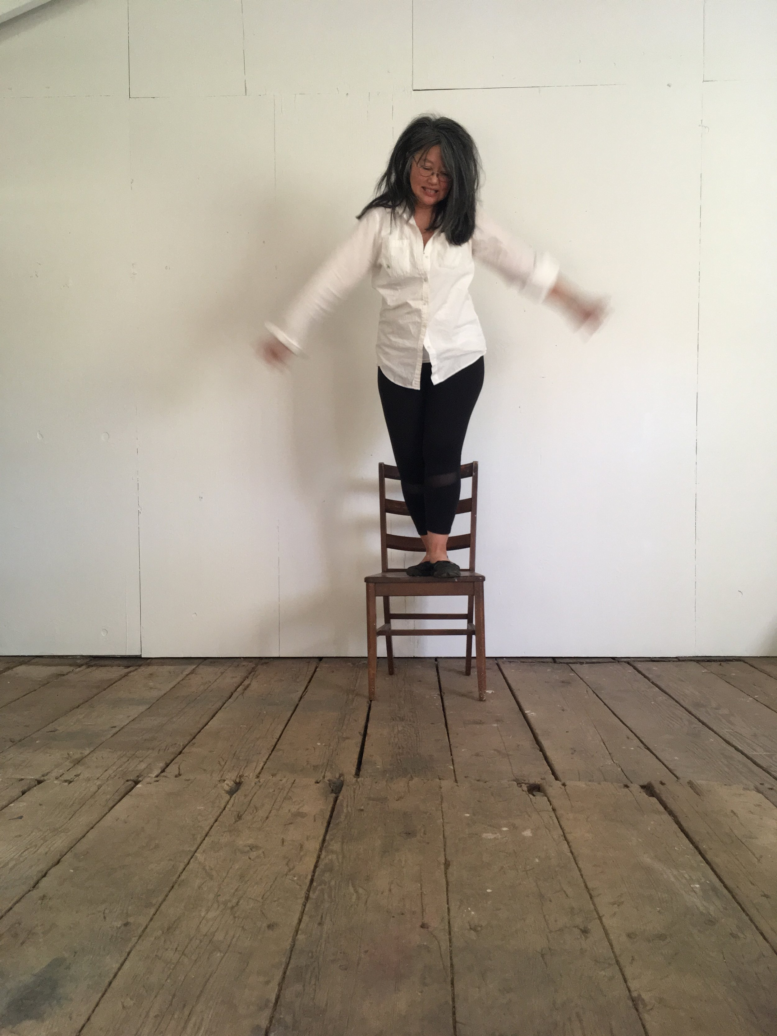 PHOTO chalk hill - studio - jumping 4.JPG