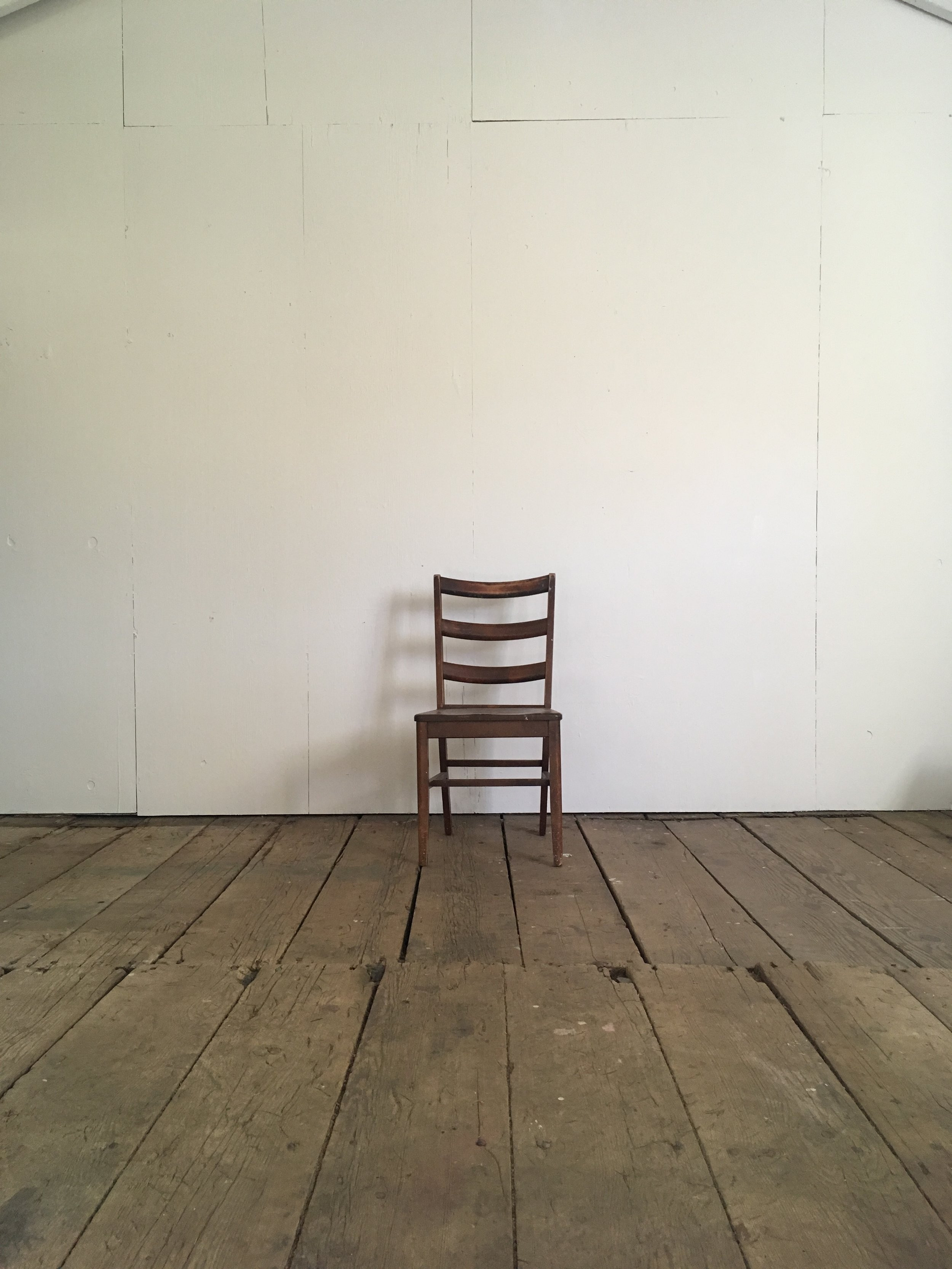 PHOTO chalk hill - studio - jumping chair onlyJPG