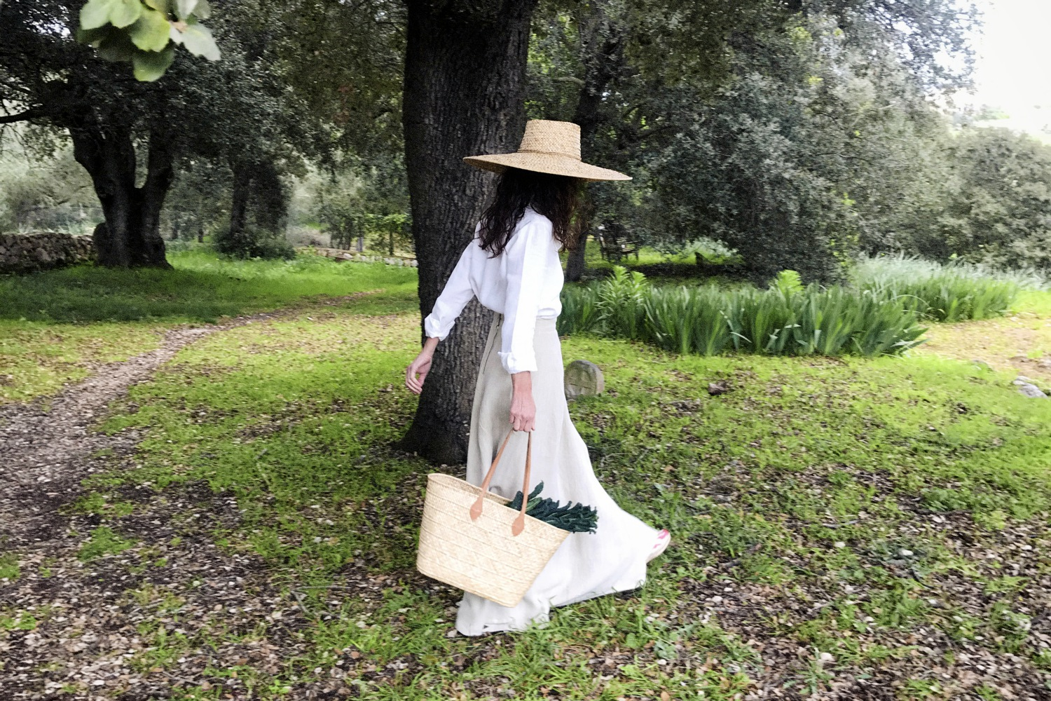 """La Nova Pagesa - The review by Edicions De Disseny LPM of crafts and local tradition is not limited to pieces of furniture. So, we have also imagined what would be the clothing of the contemporary Majorcan woman, closely linked to the countryside and the sea around the island, hence the name of """"La Nova Pagesa""""."""