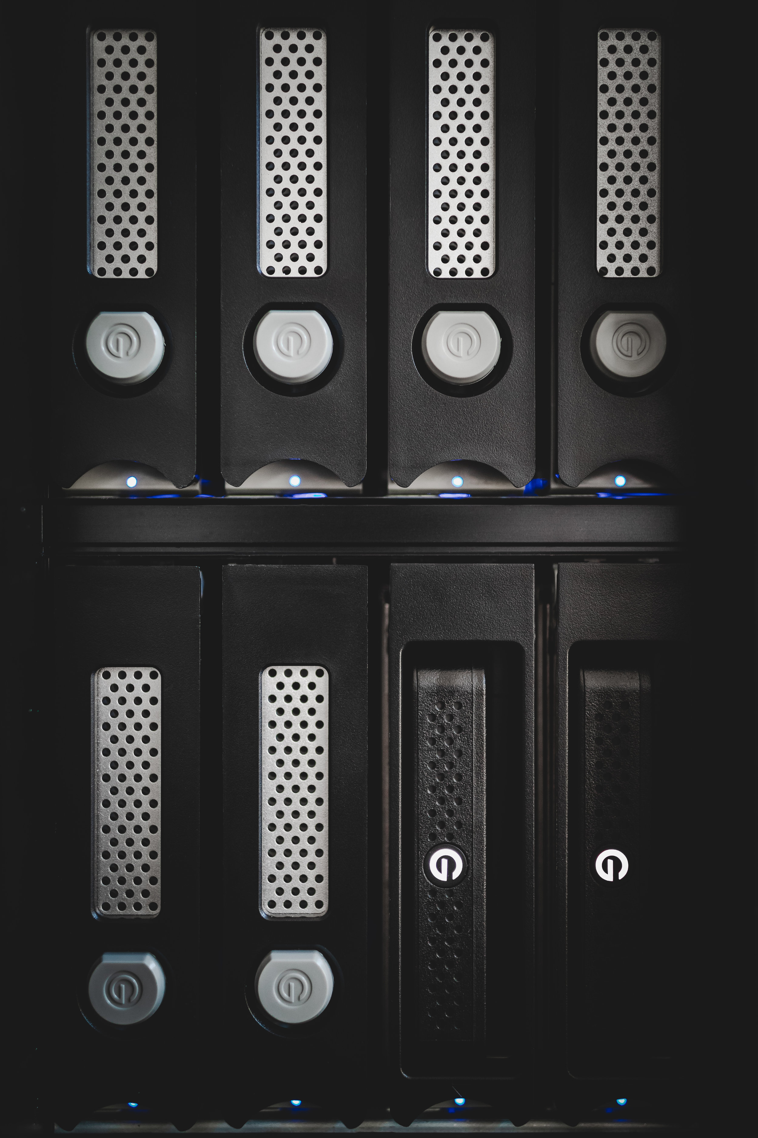 G-SPEED Shuttle XL: Enterprise-class drives and ev series adapters