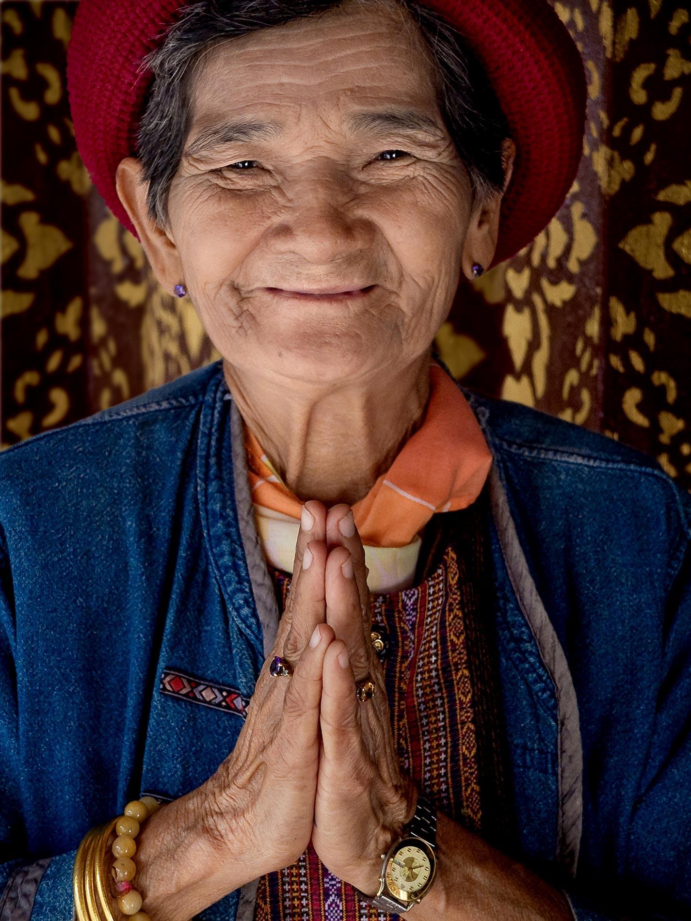 Temple woman - Chiang Mai