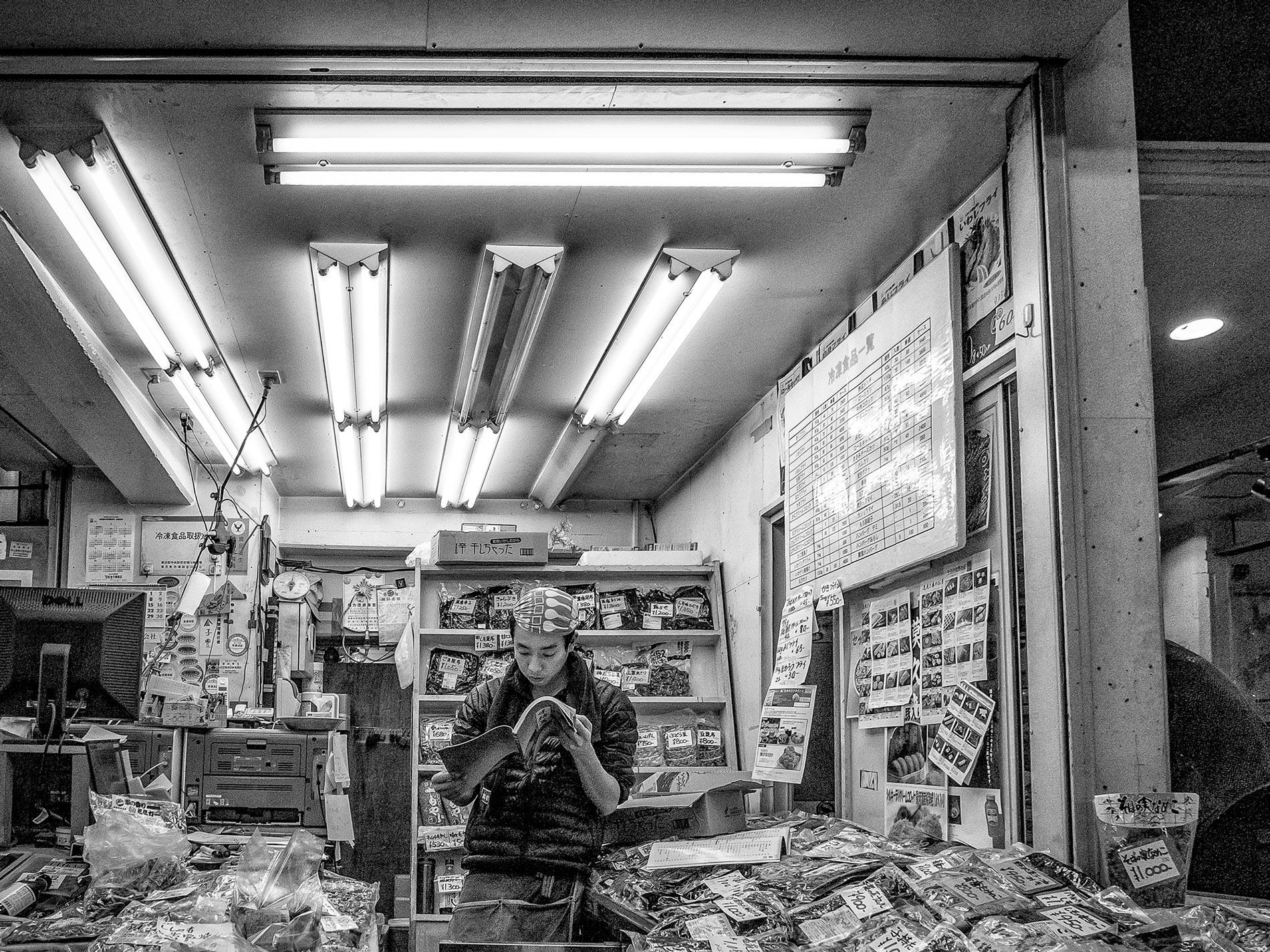 Reading - Tsukiji fish market, Tokyo