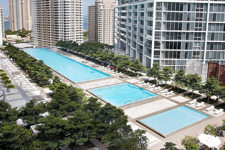 Pool - #pool #swimmingpool #sunrisepool #sunsetpool #rooftoppool #plungepool #coveredpool #cabana #hammock