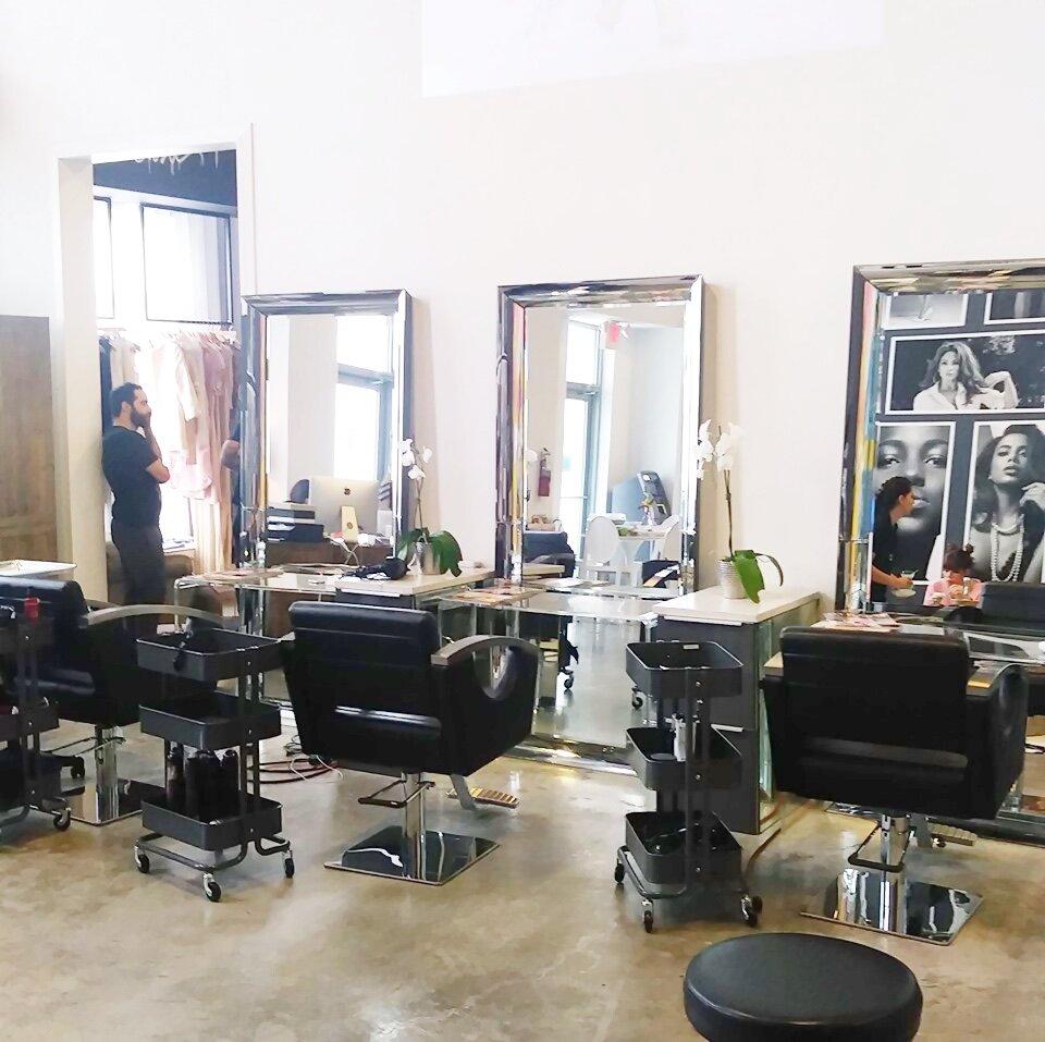 salon-mirador-1000_lipstickandchicspaces.com.jpg